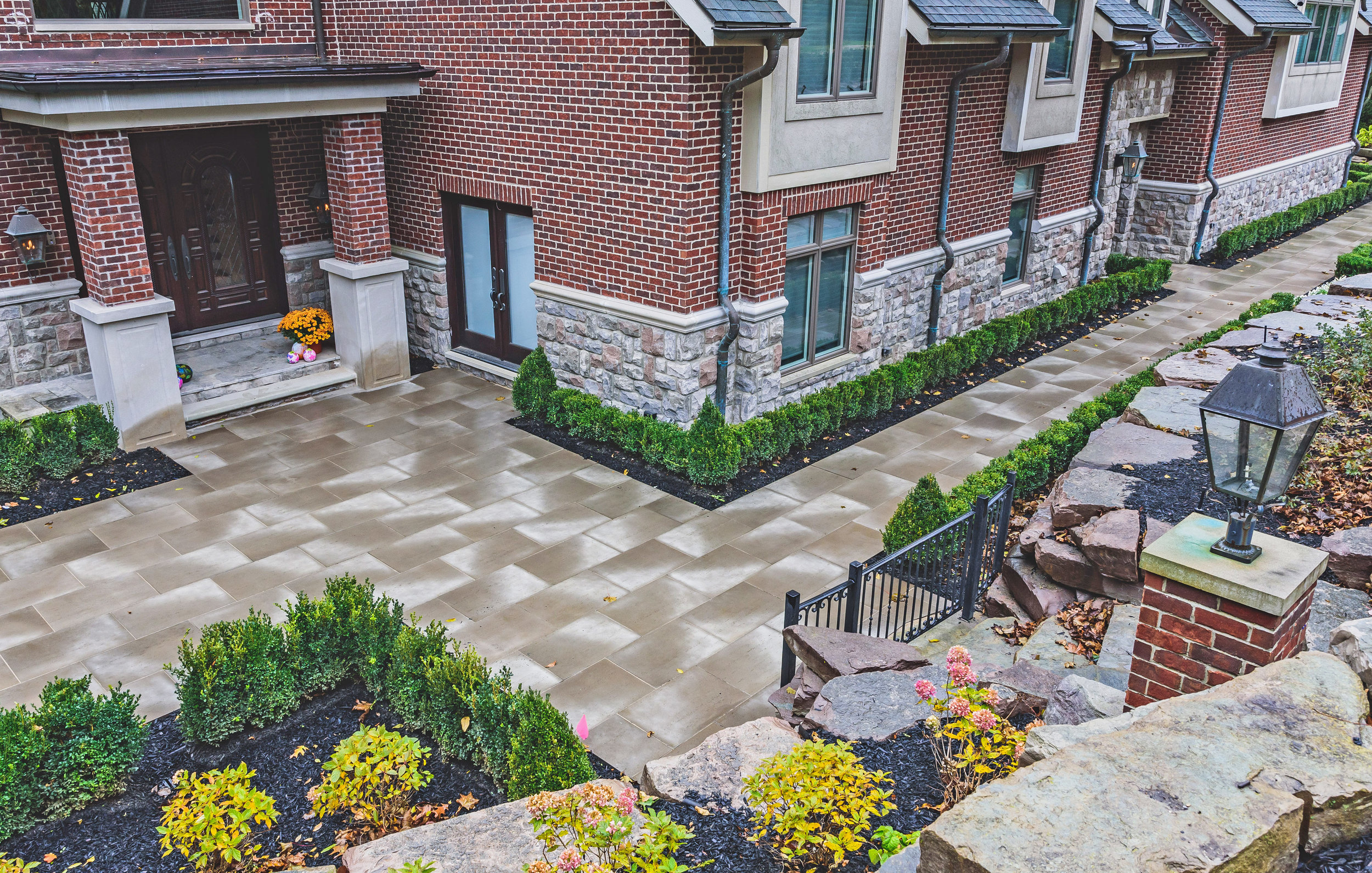 haddad-quality-landscaping-michigan-bloomfield-stately-home-01.jpg
