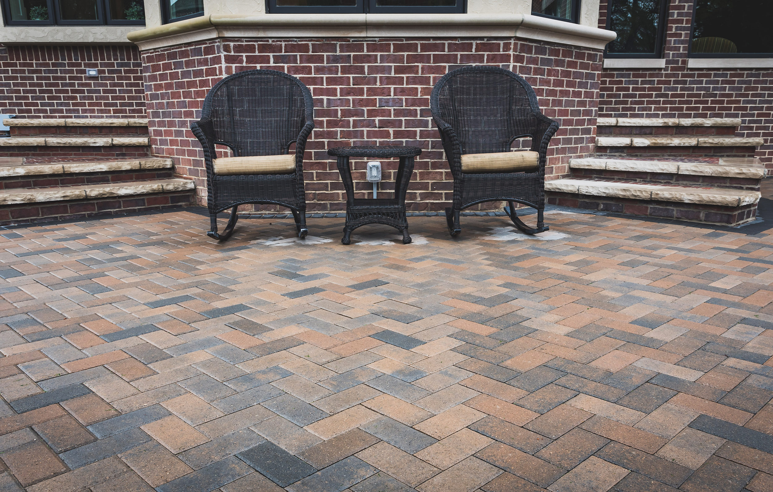 haddad-quality-landscaping-michigan-noethville-patio-fireplace-stately-home-02.jpg