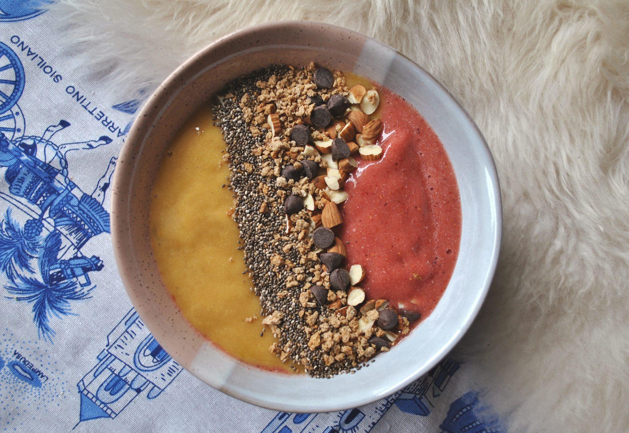 The-Hungarian-Brunette-Sunrise-sunset-smoothie-bowl.jpg