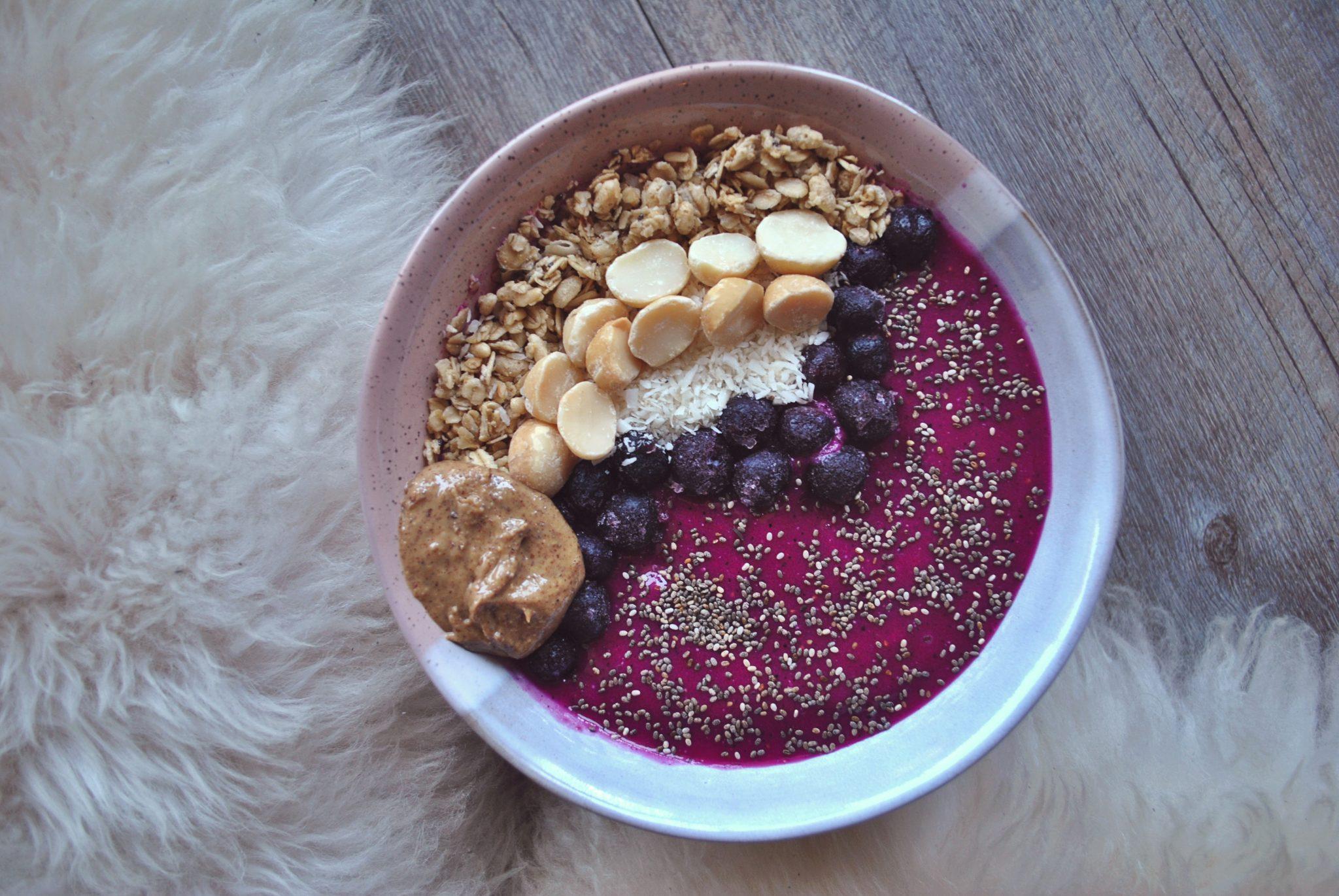 The-Hungarian-Brunette-pitaya-blueberry-bowl.jpg