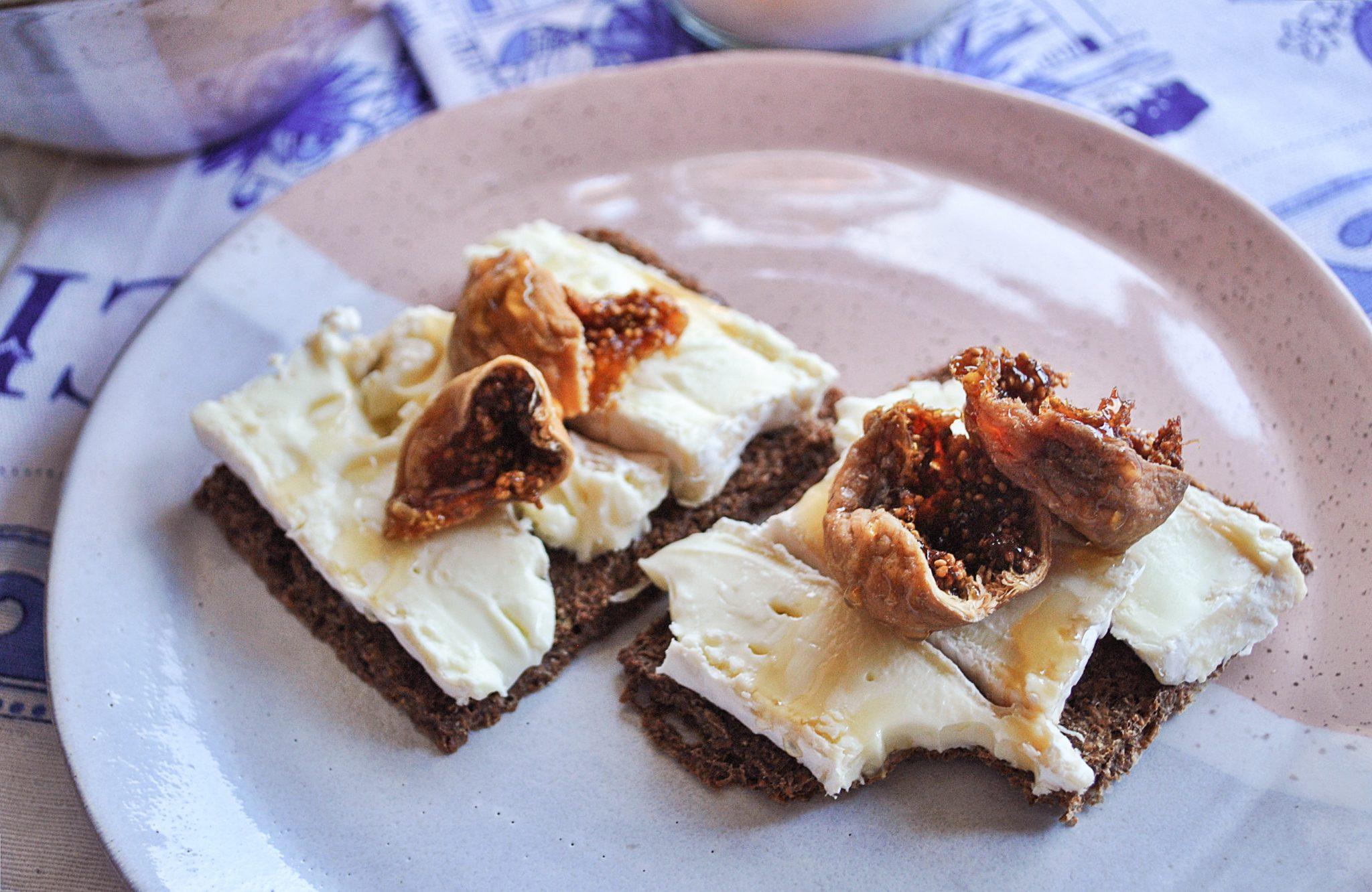The-Hungarian-Brunette-gg-crackers-1-of-6.jpg