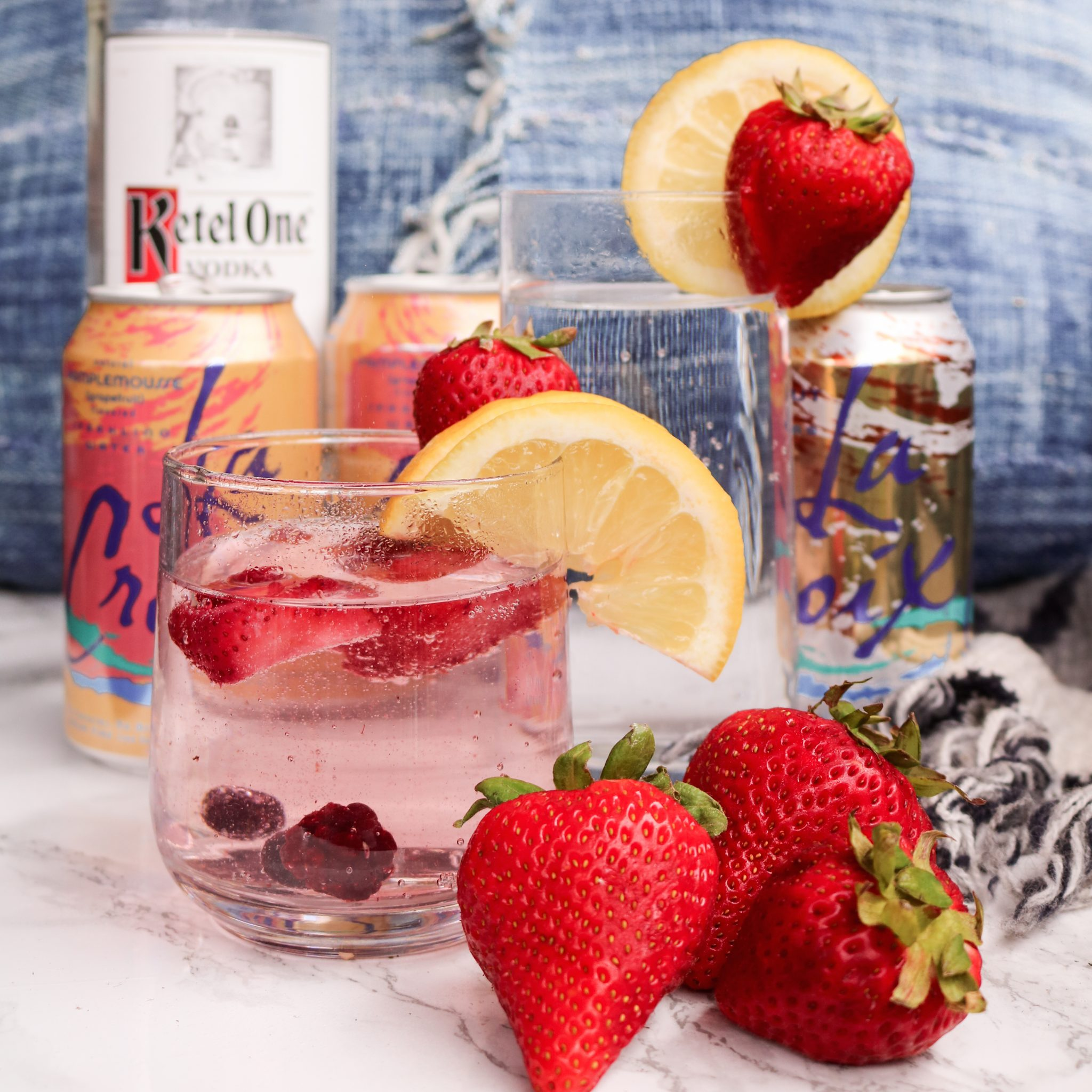 The-Hungarian-Brunette-Skinny-cocktails-lacroix-water-and-vodka-1-of-4-copy.jpg