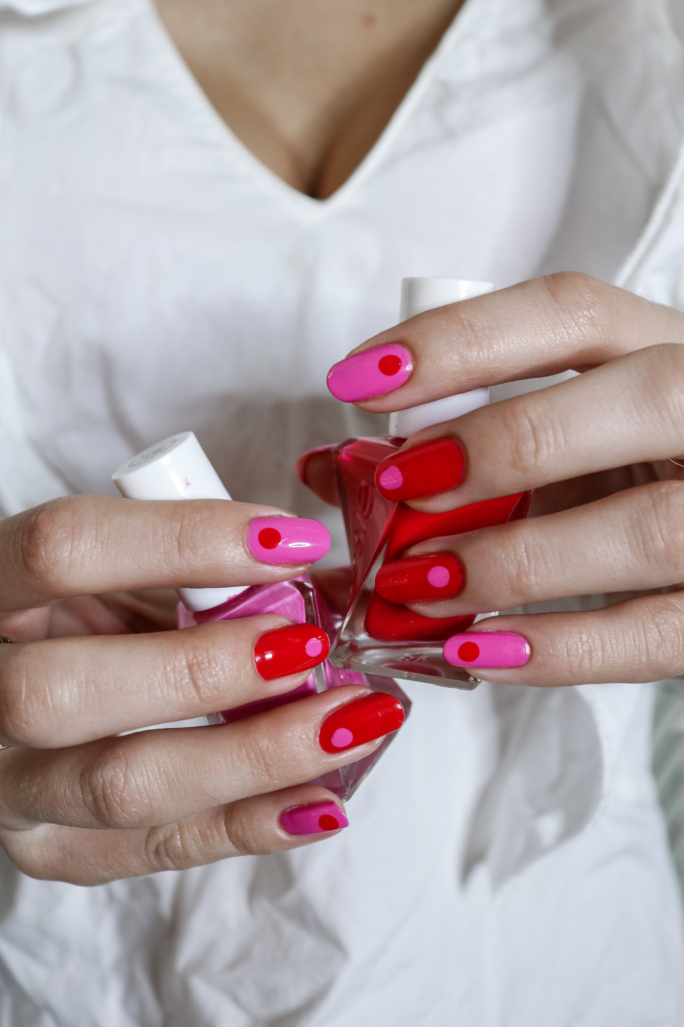 The+Hungarian+Brunette+Red+and+Pink+30+second+Q-tip+nail+art+%282+of+3%29.jpg