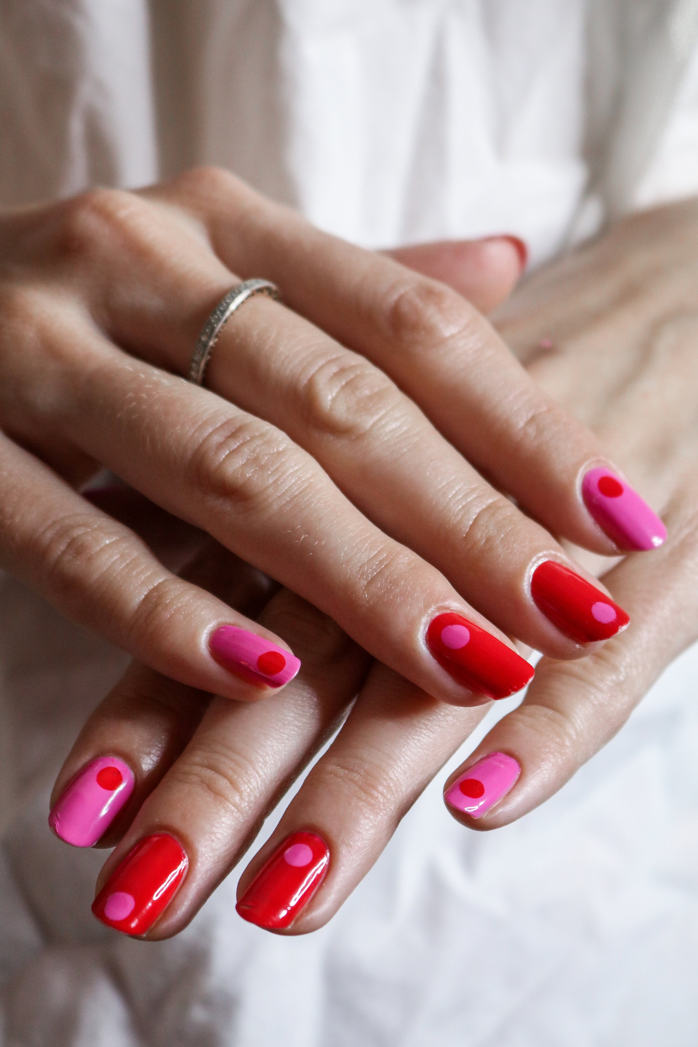 The+Hungarian+Brunette+Red+and+Pink+30+second+Q-tip+nail+art+%283+of+3%29.jpg