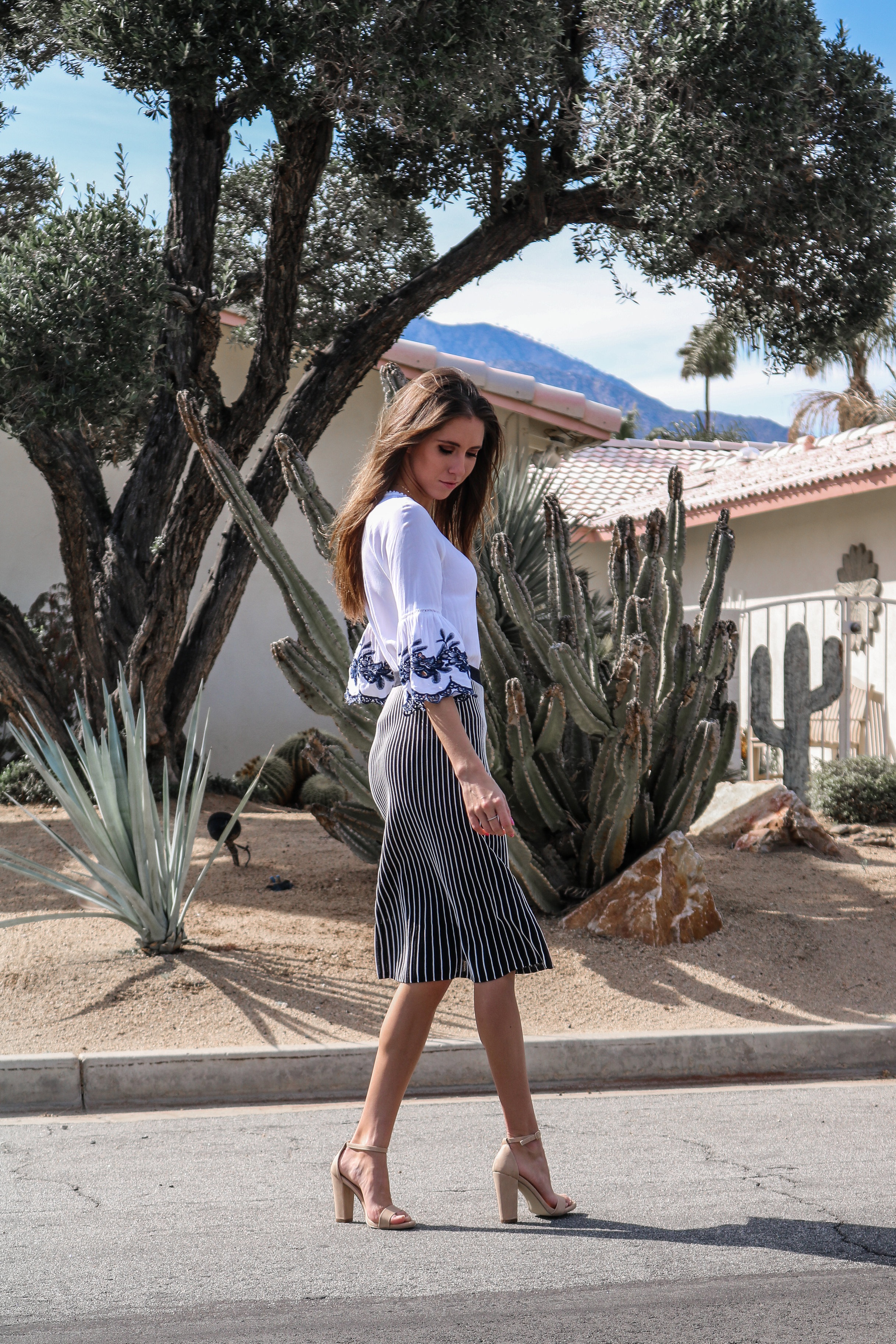 The+Hungarian+Brunette+OOTD+midi+skirt+and+embroidered+bell+sleeves+%288+of+12%29.jpg