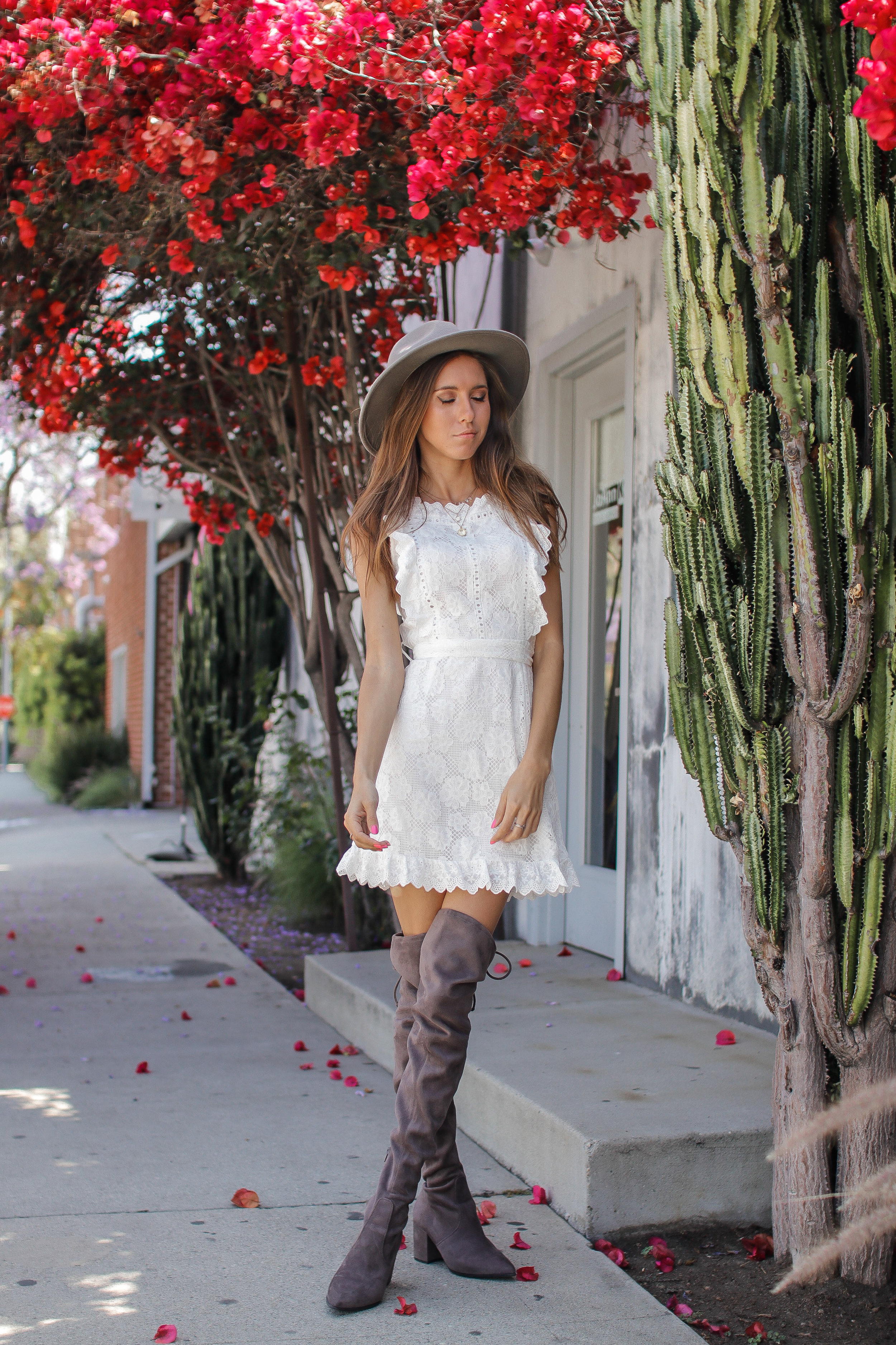 The Hungarian Brunette - MY NEW FAVOURITE WHITE LACE APRON DRESS (P.S. IT'S SUPER AFFORDABLE & FROM AMAZON!!)