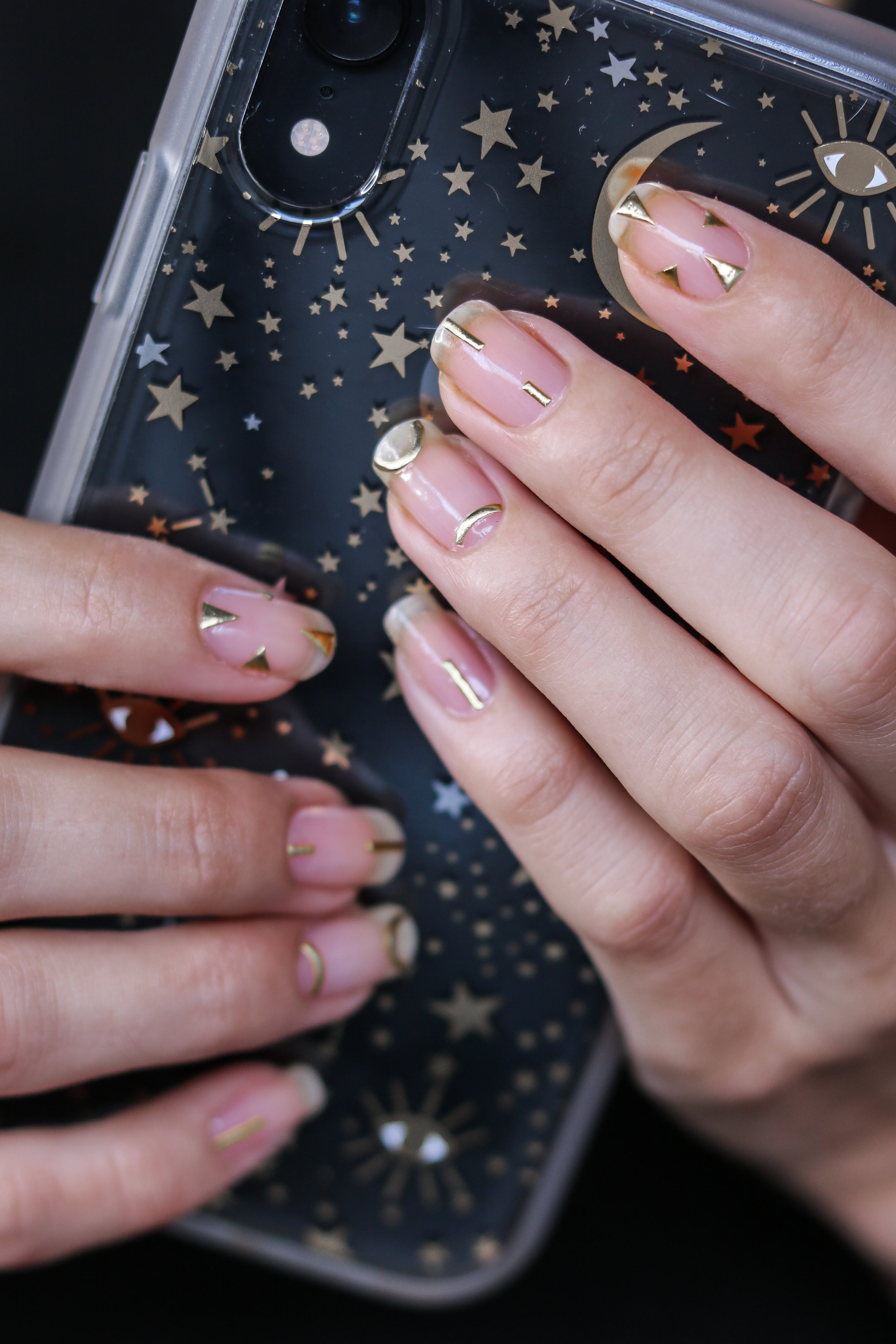 The+Hungarian+Brunette+Minimal+Negative+space+manicure+with+gold+geometrical+accents+%281+of+8%29.jpg