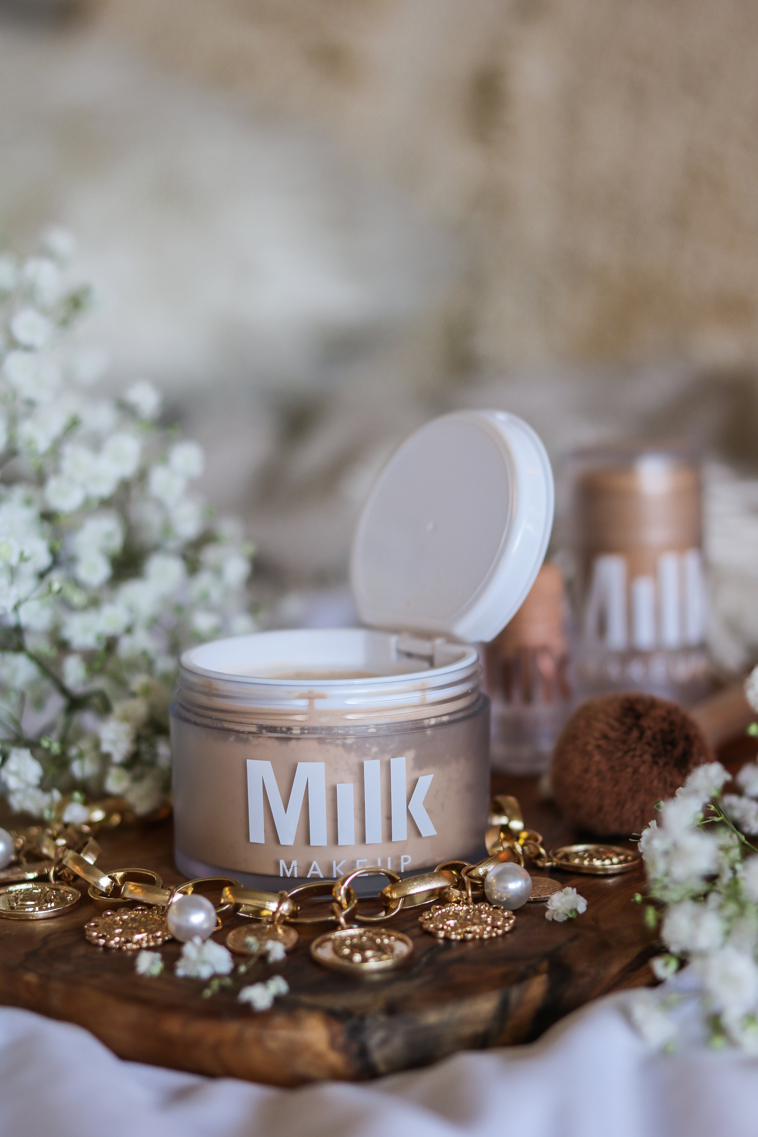 MILK MAKEUP BLUR + SET: THE PERFECT SETTING POWDER FOR THAT SUMMER GLOW... AND TAN!!