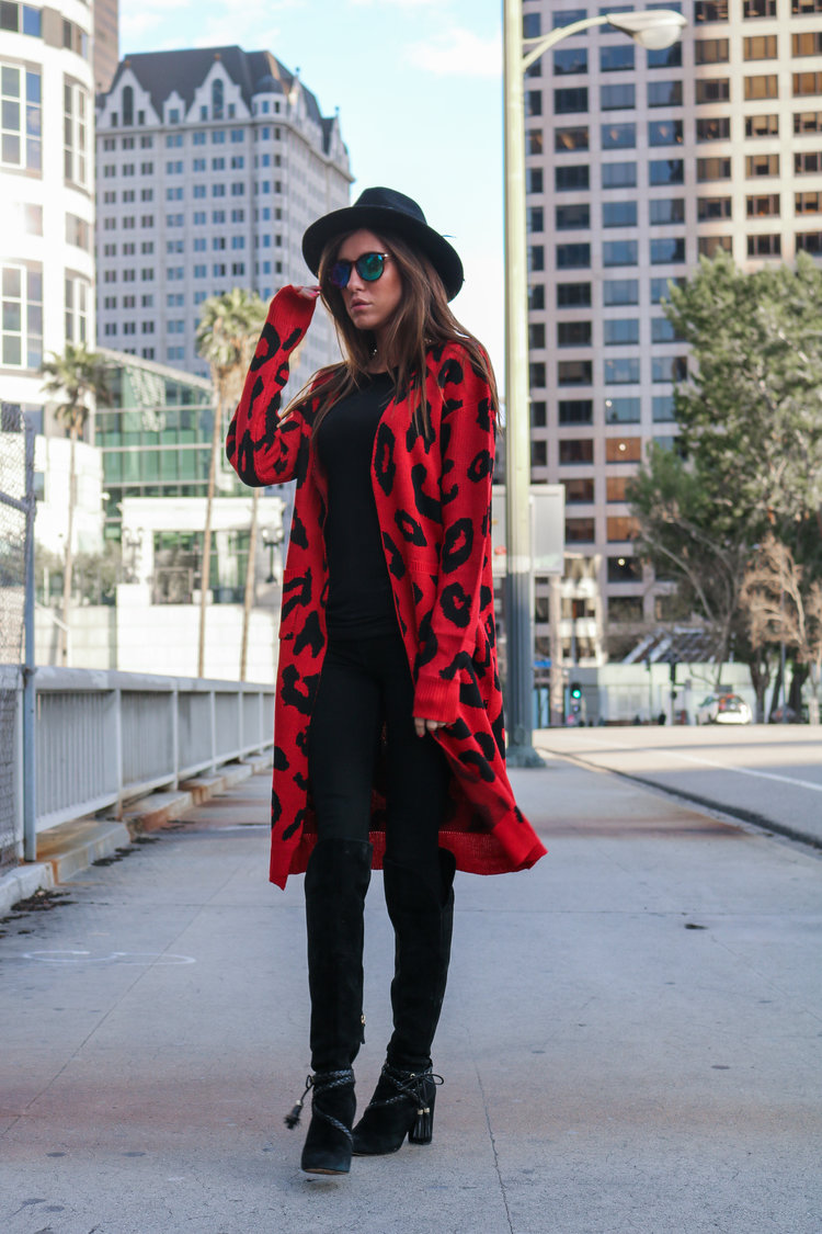 The+Hungarian+Brunette+Black+The+red+leopard+cardigan+2+ways+(8+of+39).jpg