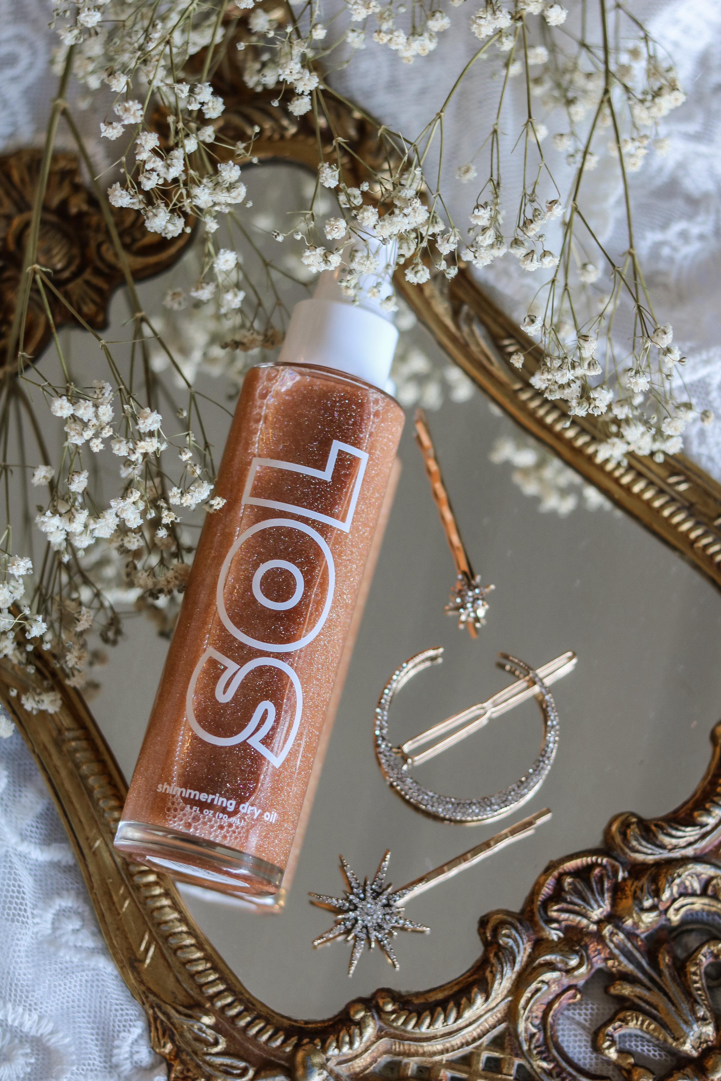 The Hungarian Brunette Sol Shimmering Dry Body Oil Review (Warm Gold Swatch) (2 of 3).jpg
