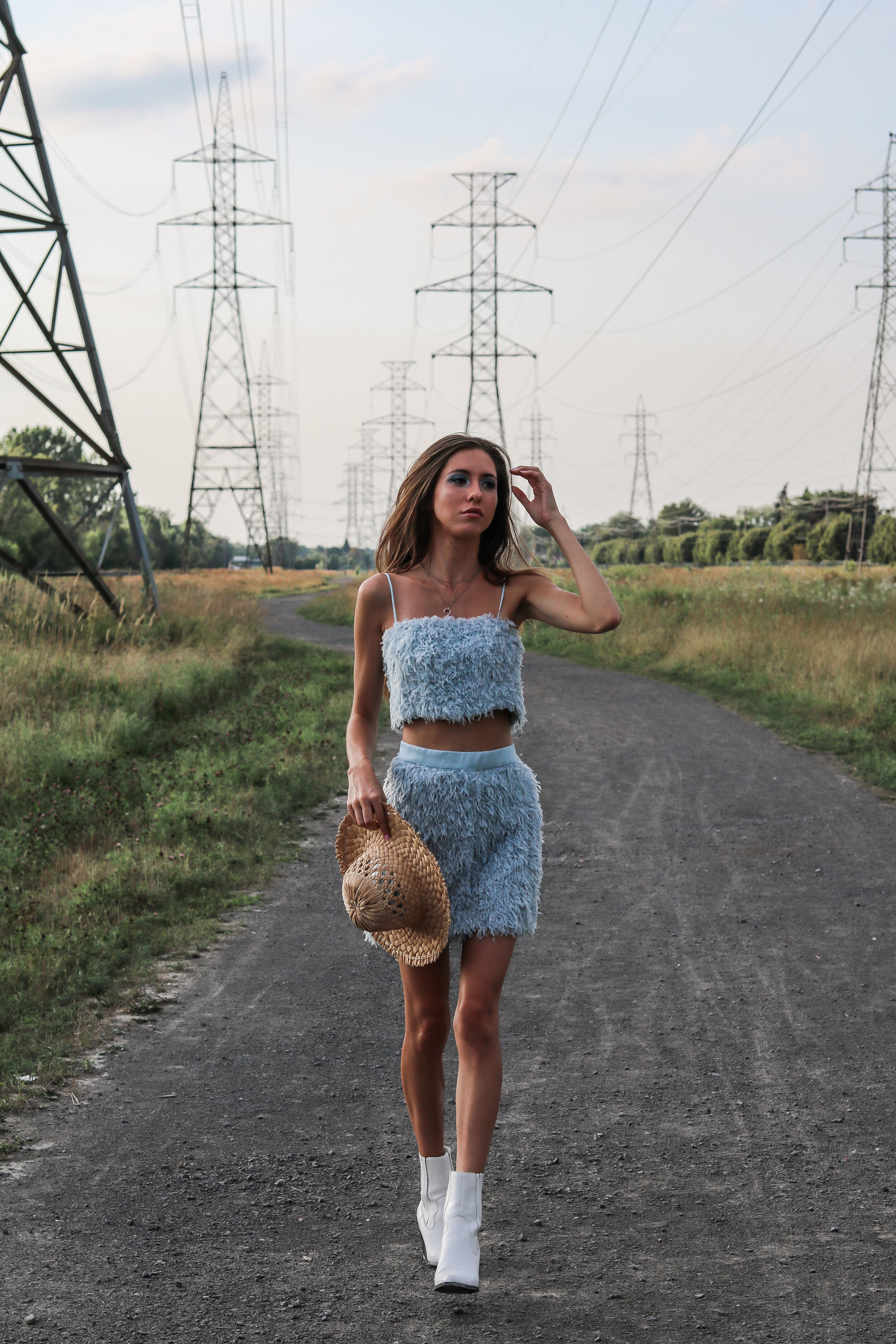 The Hungarian Brunette Blue feather set