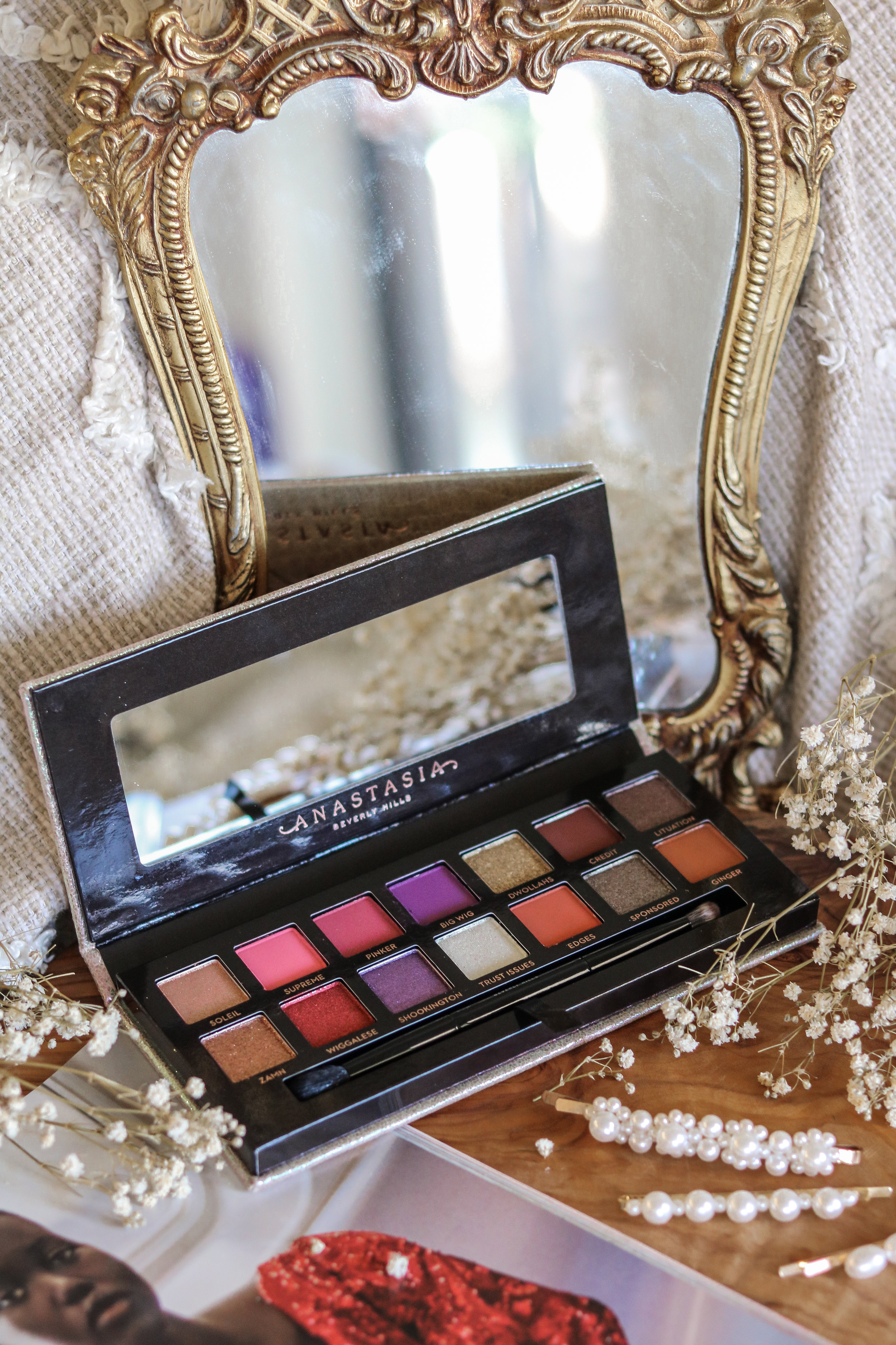 THE HUNGARIAN BRUNETTE JACKIE AINA PALETTE REVIEW SWATCHES