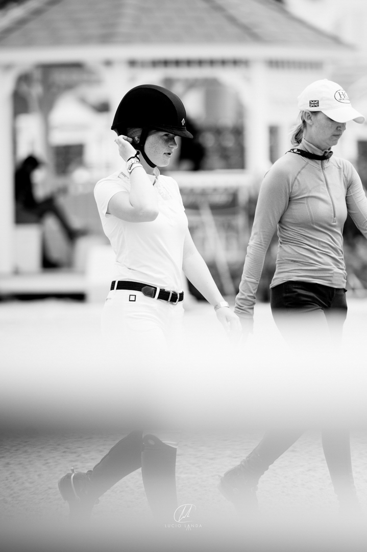 Jenn Gates and Sayre Happy at the 2016 Winter Equestrian Festival. Photo by Lucio Landa Photography.