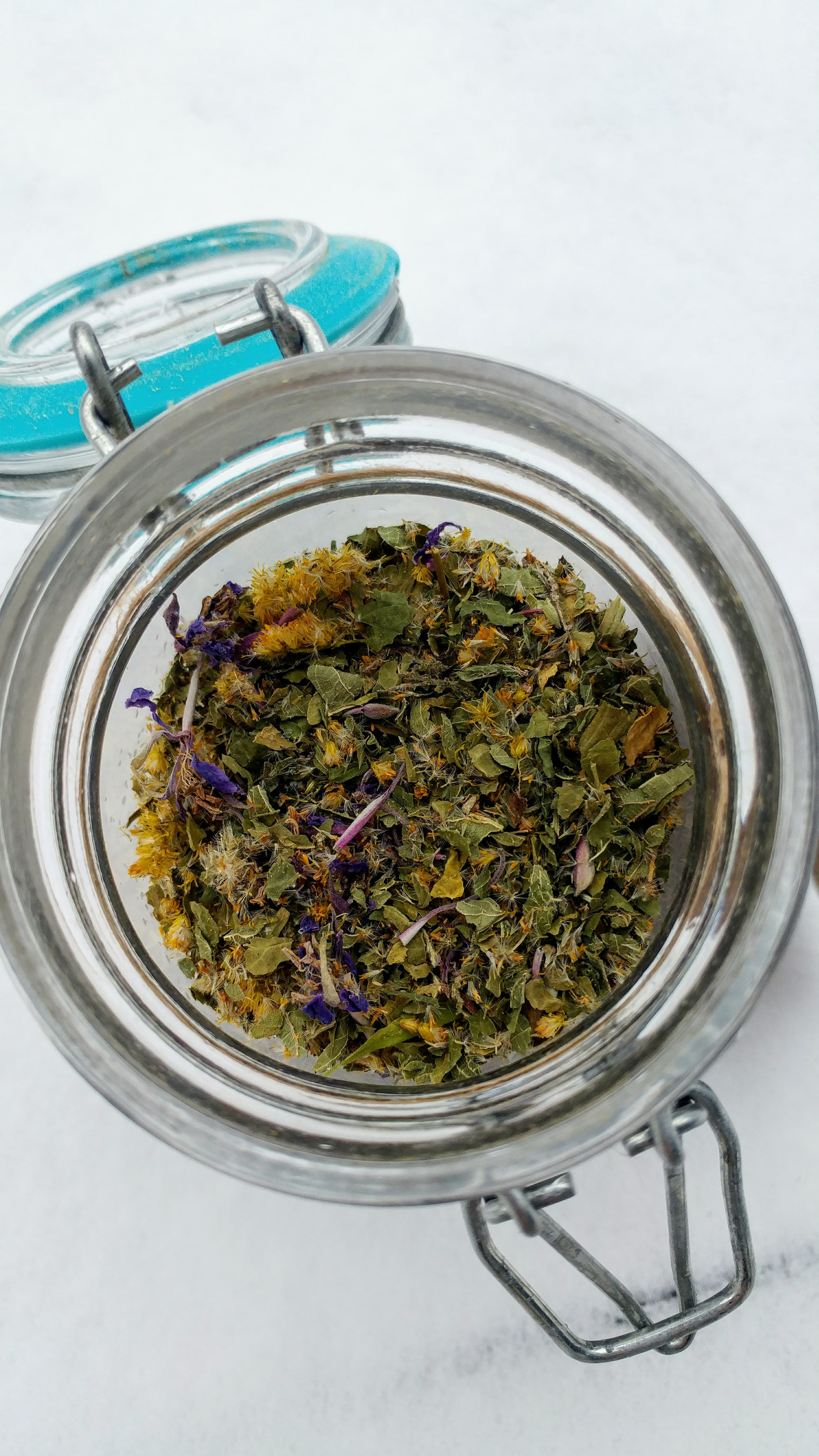 Infusion mystère, guerison du coeur et de l'âme. 1 cuillère à thé infusée dans 1 tasse d'eau, à prendre 2 fois par jour.