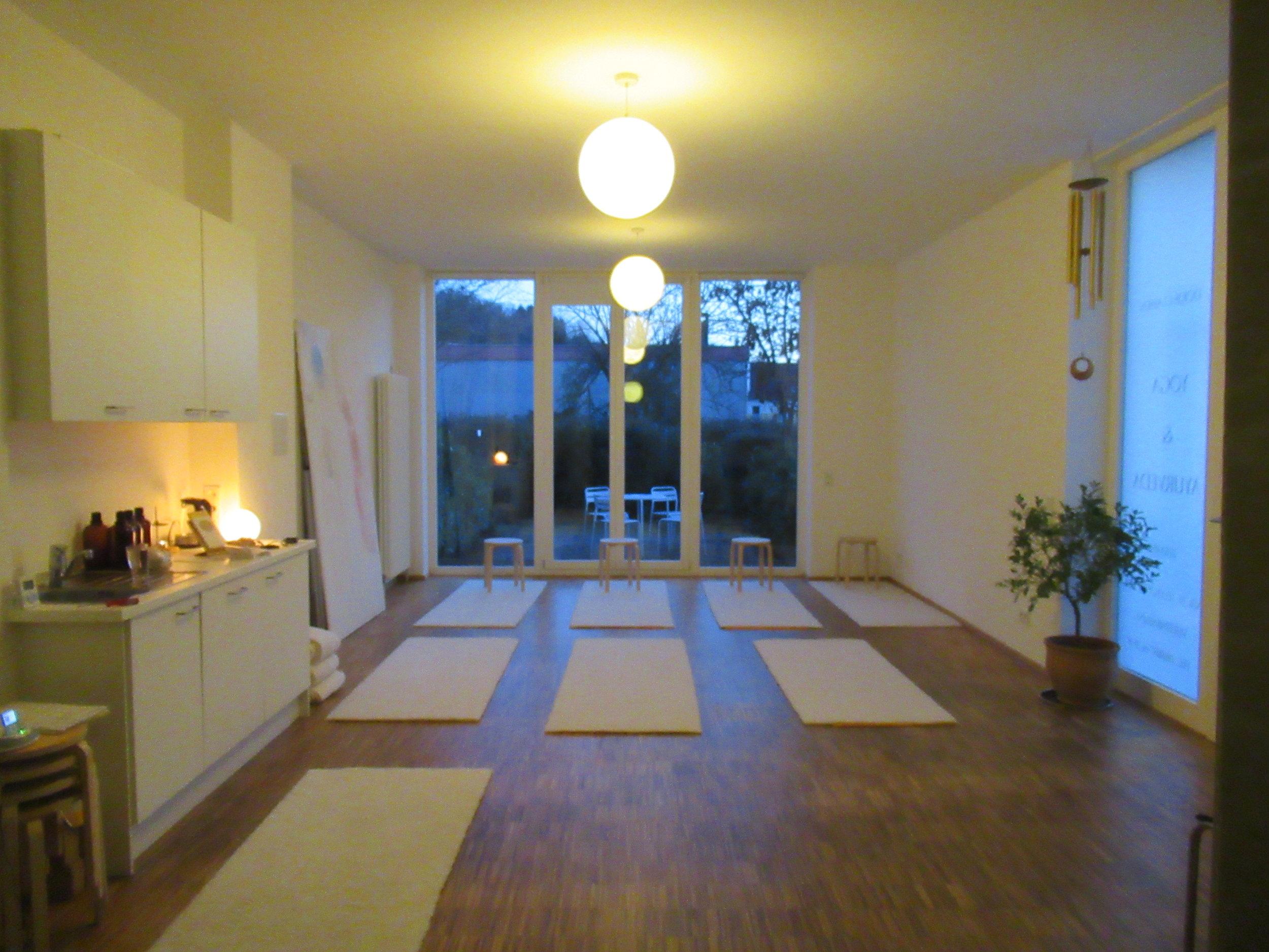 Yoga zur Blauen Stunde bei Ayurveed