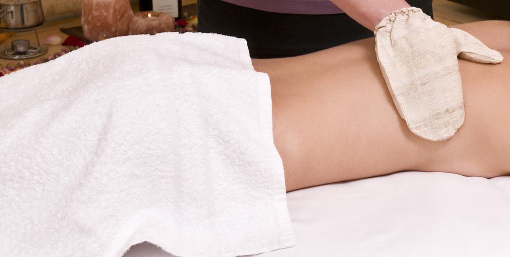 Die anregende, entgiftende, hautverschönernde Massage
