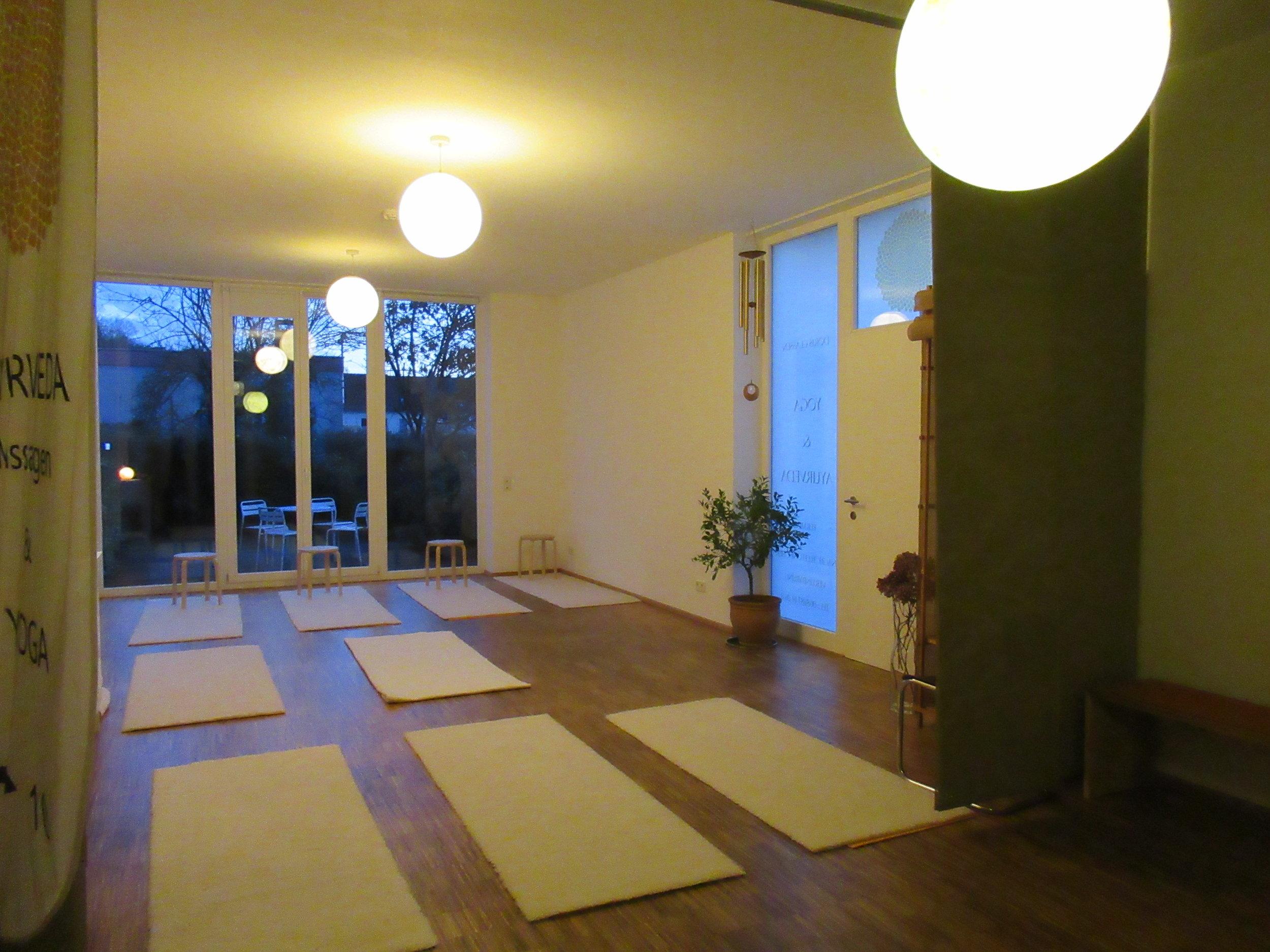 Die blaue Stunde in unserem Yogaraum