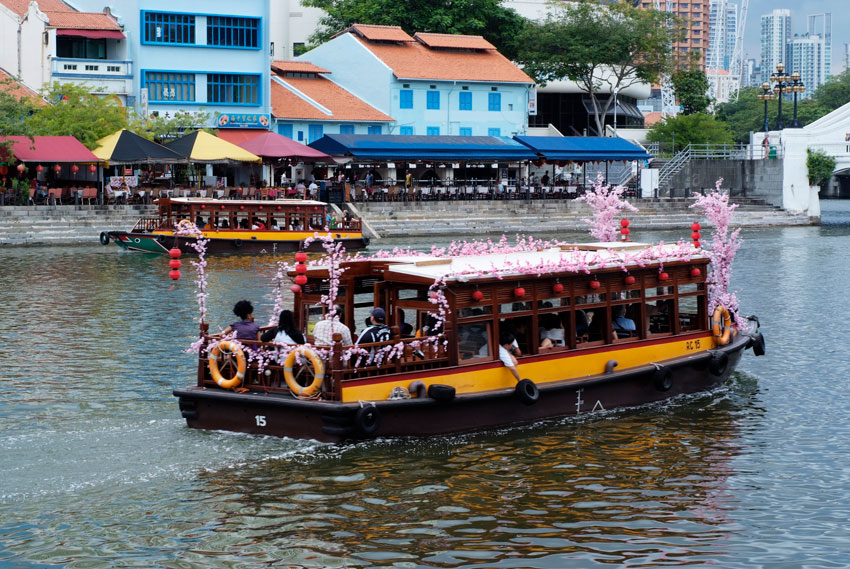 Singapore River Cruise - Take advantage of our discounted tickets and add a ride down the Singapore River on a Bumboat to your tour. This is the best way to see the Marina Bay district. Tickets through Hello Singapore cost US$16pp (discounted from US$19pp).For more information click here.