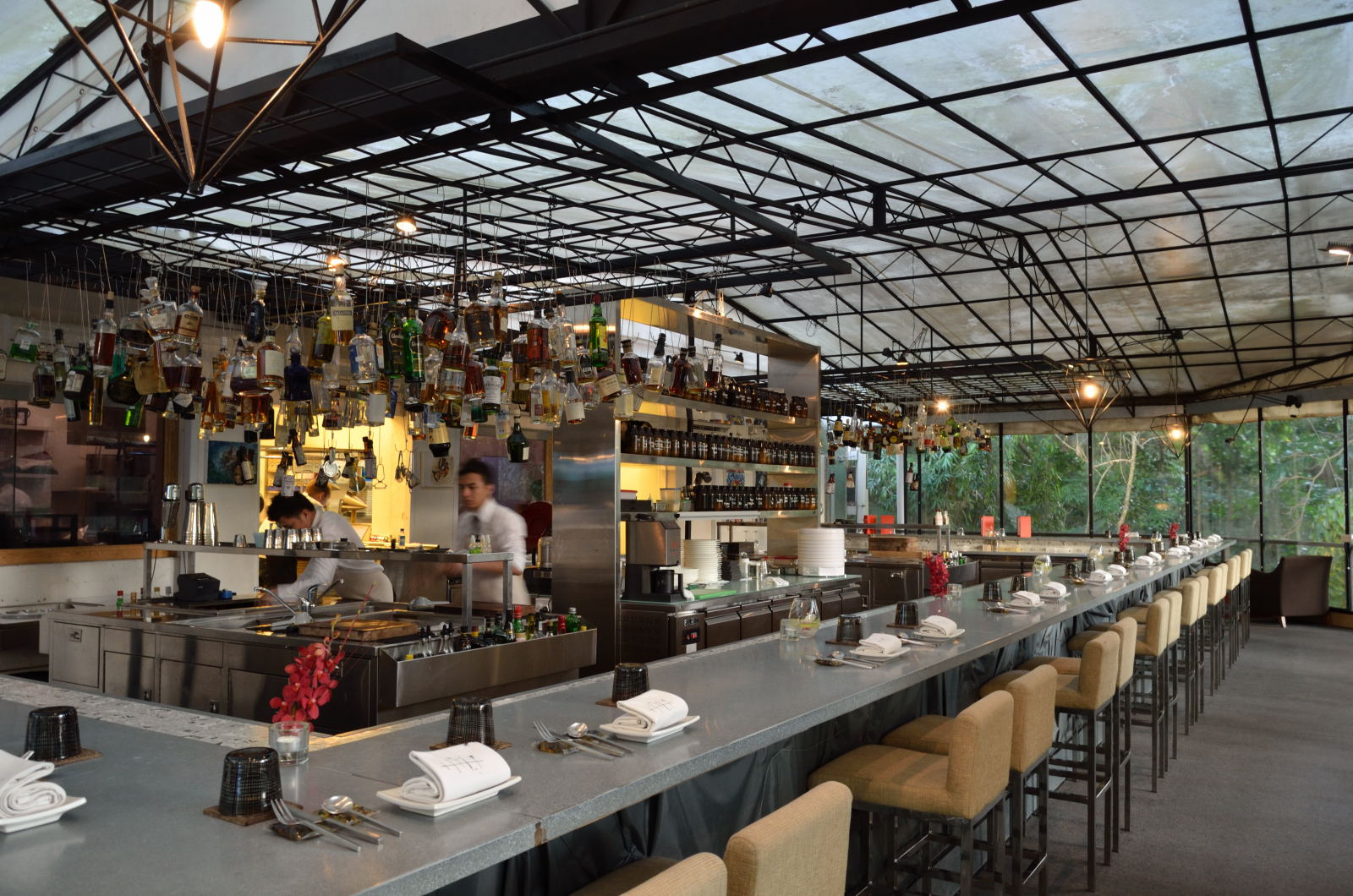 check out the best bars in Singapore whilst on your Singapore sightseeing - we know all of the best spots!