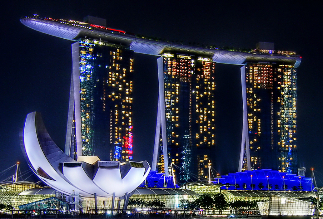Book your Singapore tour from the airport and take your picture at Marina Bay Sands
