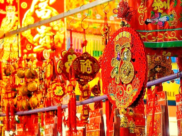 Red and Gold on your Singapore City Tour