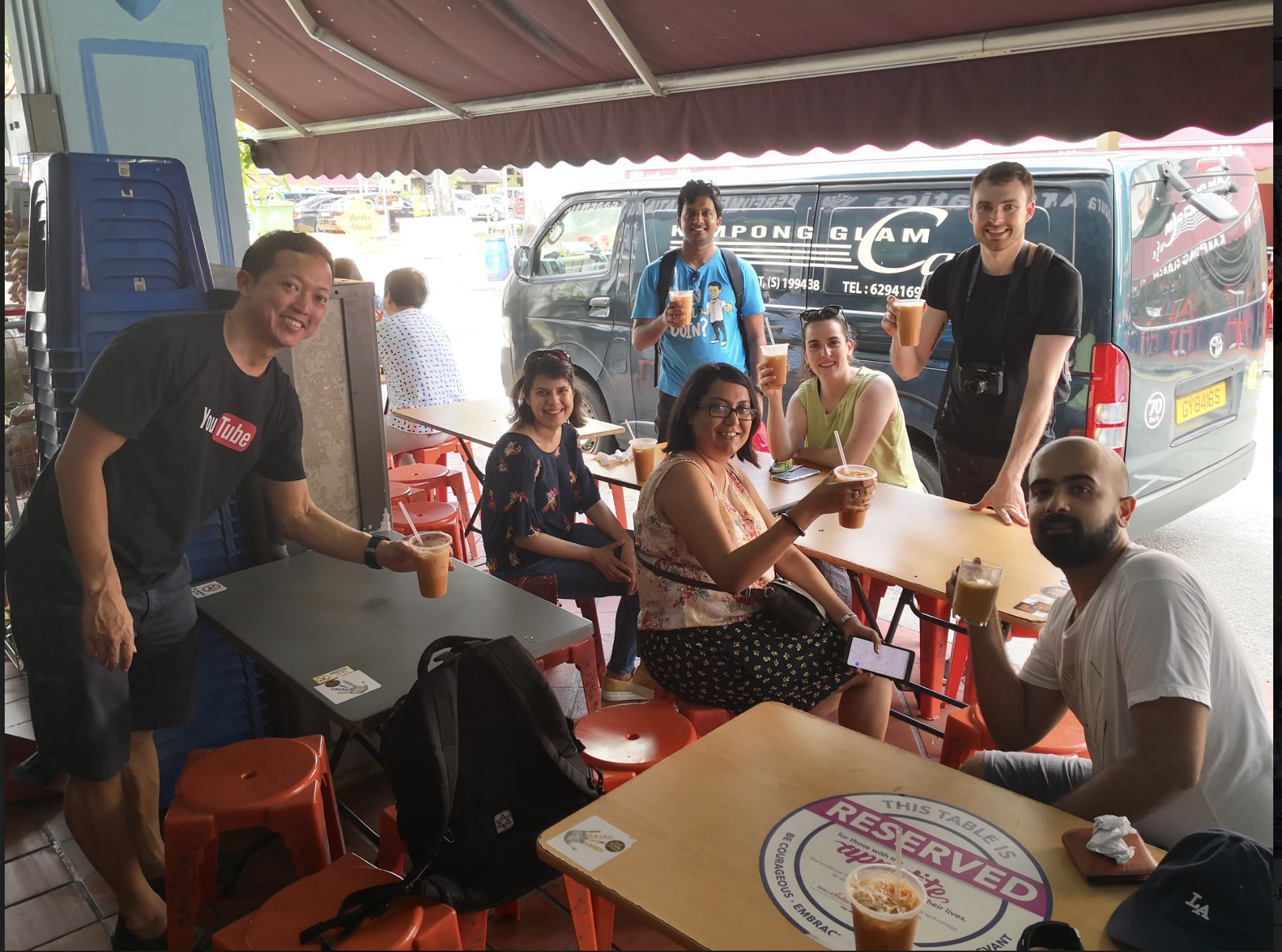 Come with us on a gourmet food tour singapore