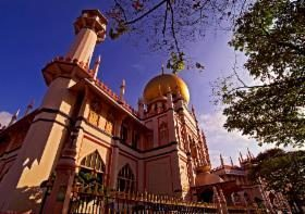 Not only the food tour singapore but your singapore city tour will take you to Arab street