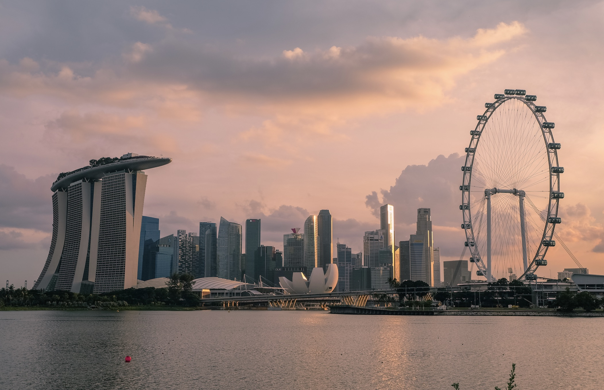 one of the things to do in singapore is to take a ride on the singapore flyer