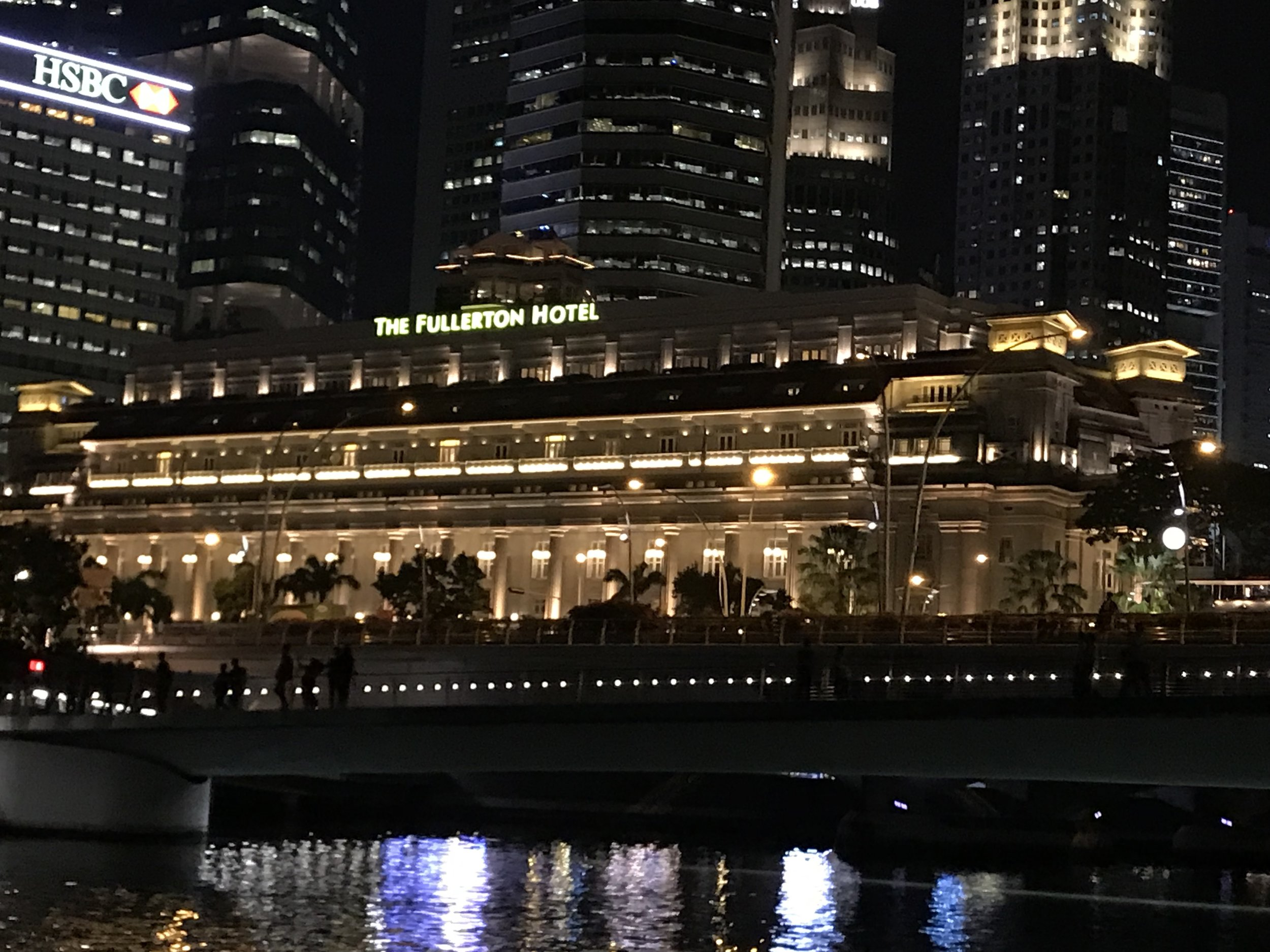 take your night shot of The Fullerton on your singapore trip