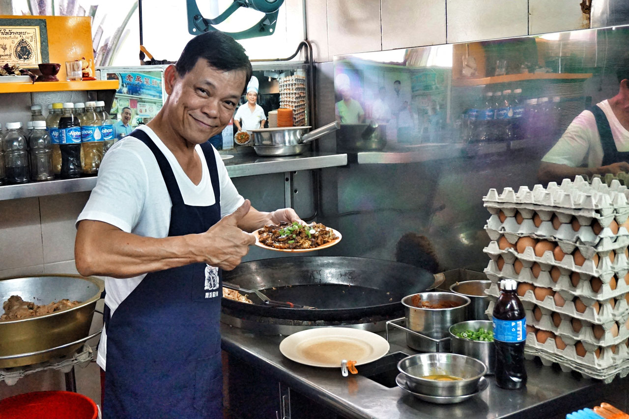 Eat your way around Singapore on a Singapore day tour