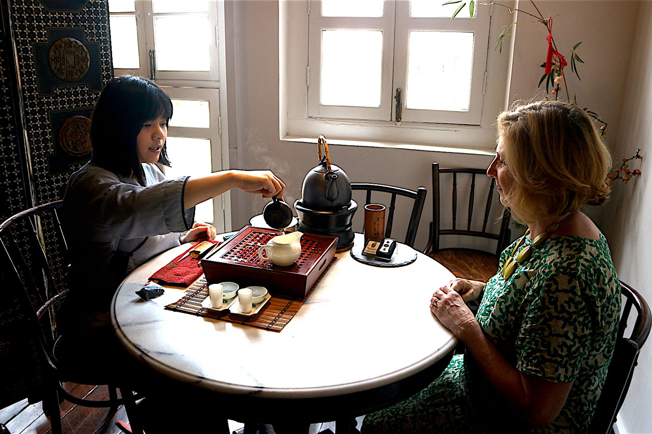 Experience the Chinese Tea Ceremony on a Singapore private tour