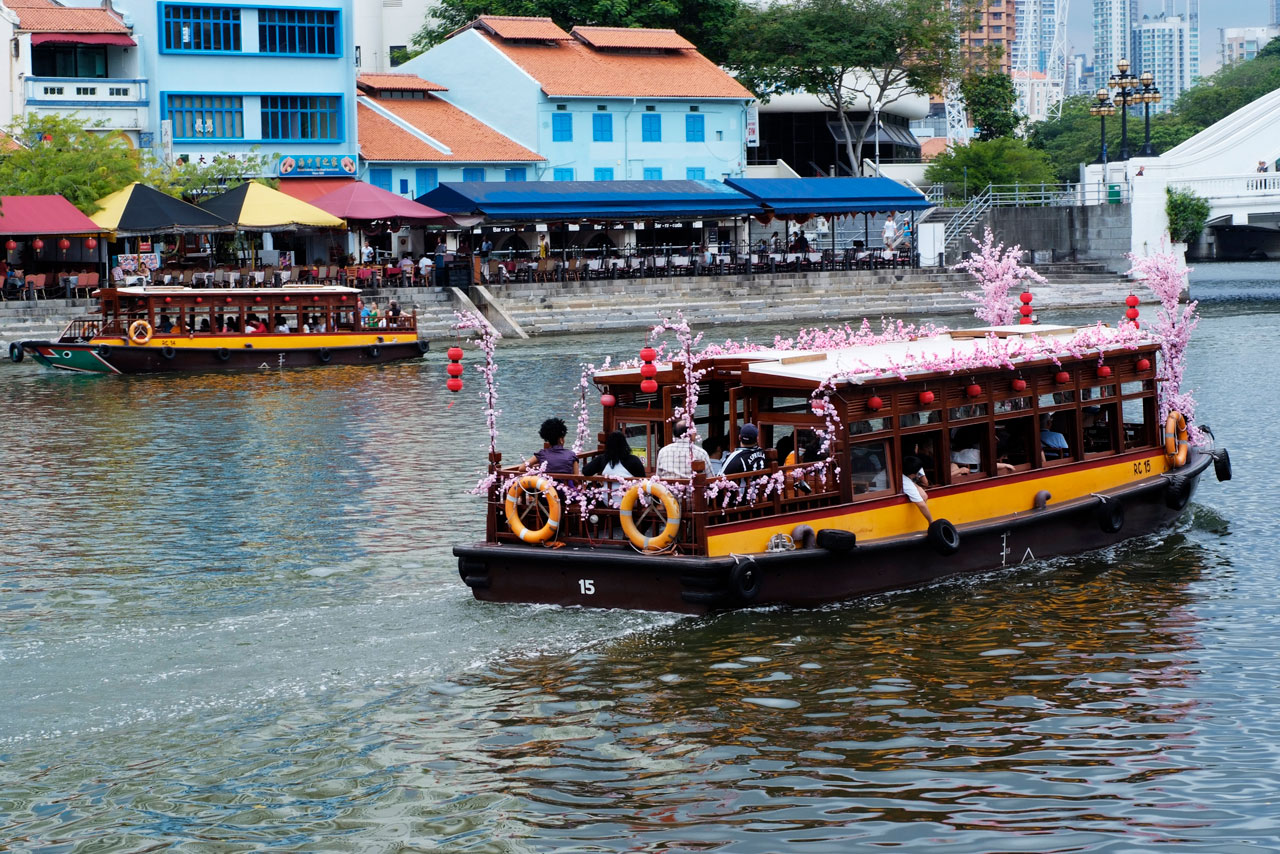 Things to do in Singapore at night bumboat river cruise tour