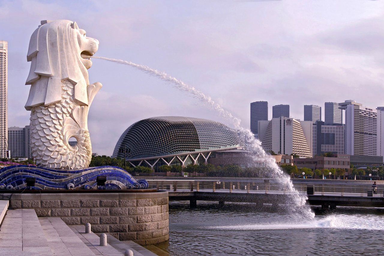 Book a Singapore tour to explore Merlion Park and Marina Bay