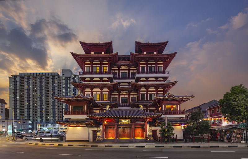 Not to miss on Singapore tours - Buddha's Tooth Relic Temple