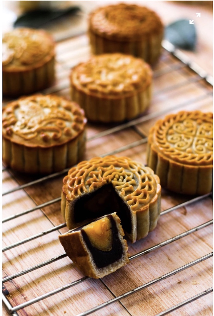 Try a mooncake on your gourmet food tour singapore.