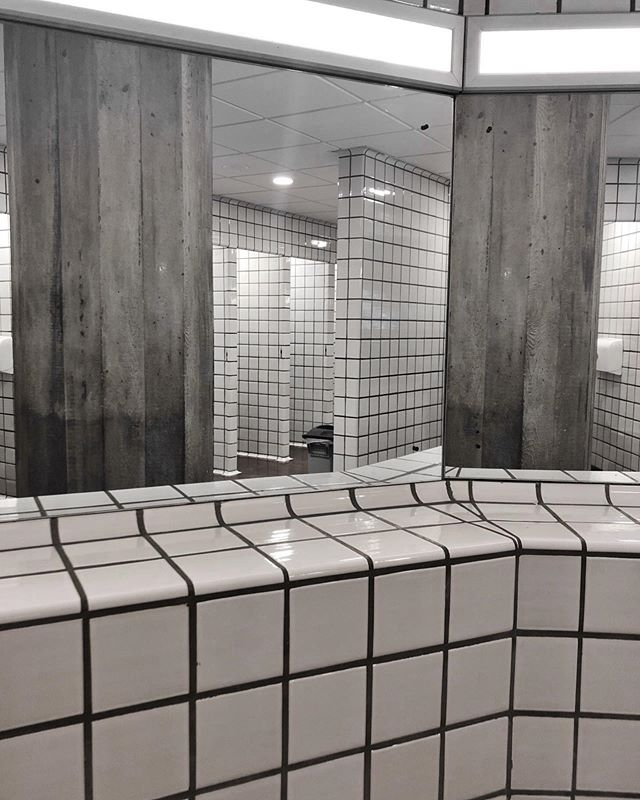 I always love the brutalist toilets at the @southbankcentre in the Queen Elizabeth Hall - all the sharp angles and straight lines 👌🏻 • • • • • • • #design #setdesign #interiordesign #architecture #retaildesign #architecturedetails #monochrome #gridded #grids #tiles #concret #brutalist #toiletcubicle #materiality
