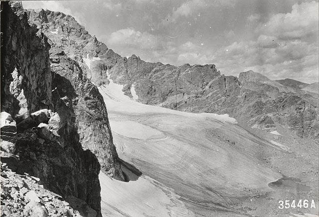 Arapaho Glacier in Colorado, photographed in 1917 by W.I. Hutchinson (courtesy  National Snow and Ice Data Center ).
