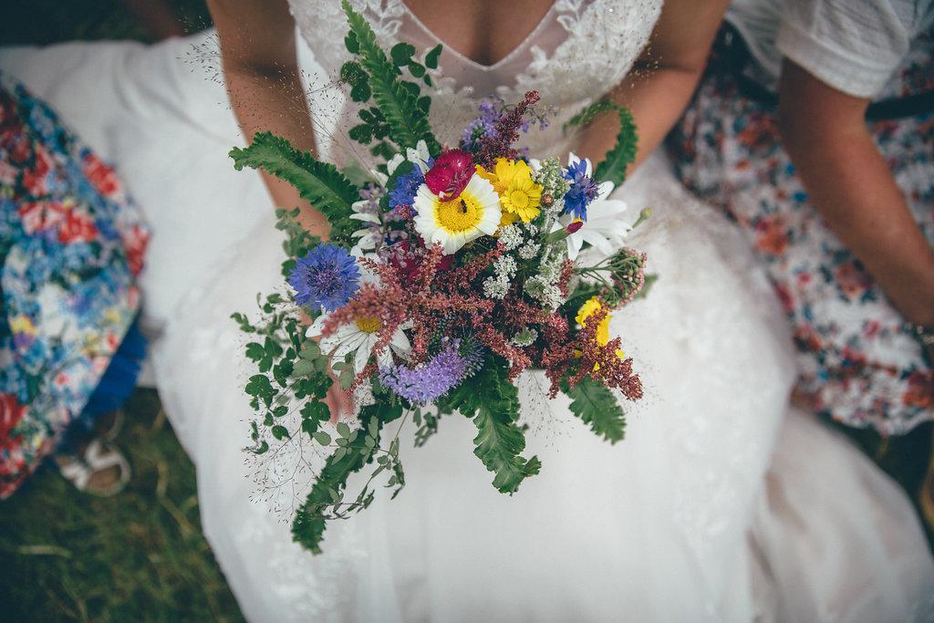 outdoor-wedding-details-fiesta-fields-1.jpg