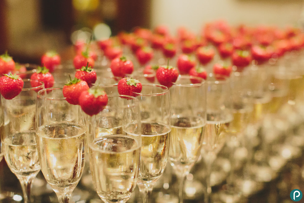 Champagne-wedding-reception-drinks.jpg