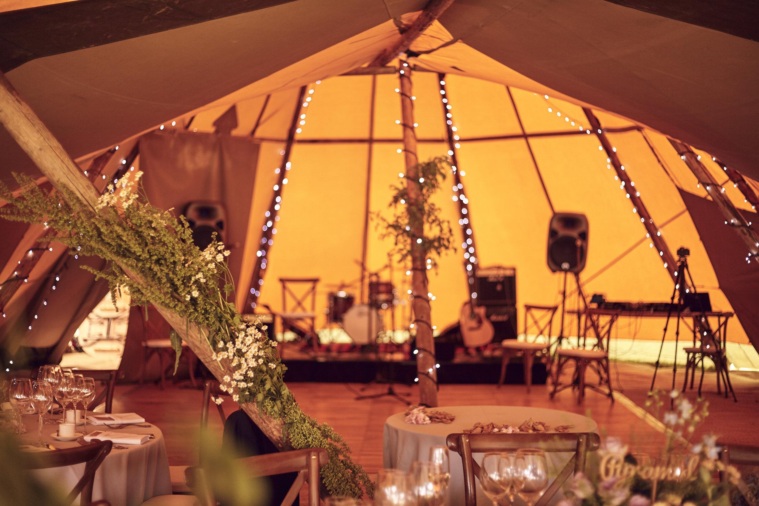 Laura&Kev's_Wedding_Party_Night_2821.jpg