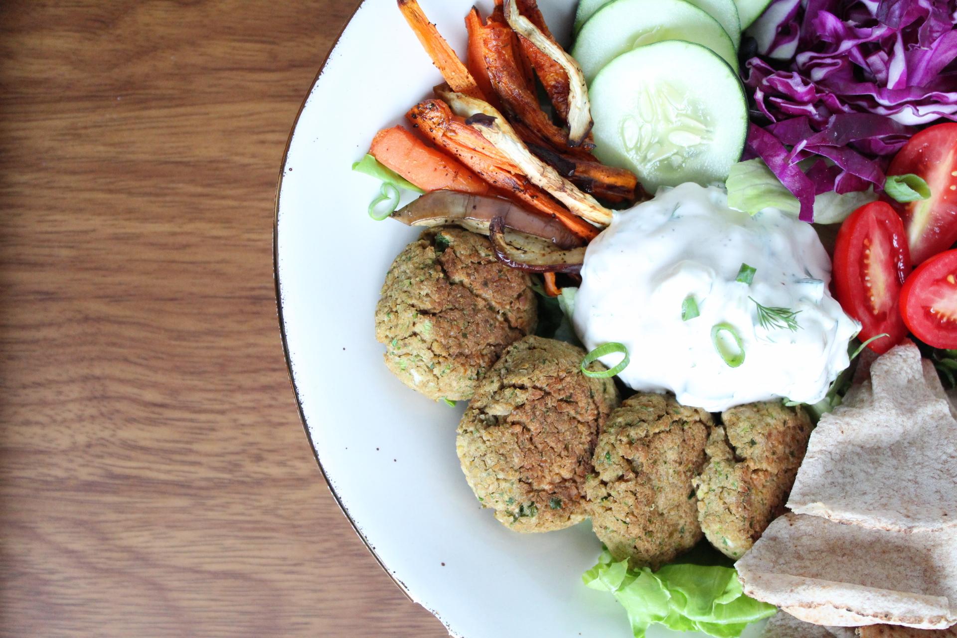 Falafel w/ vegan tzaiki