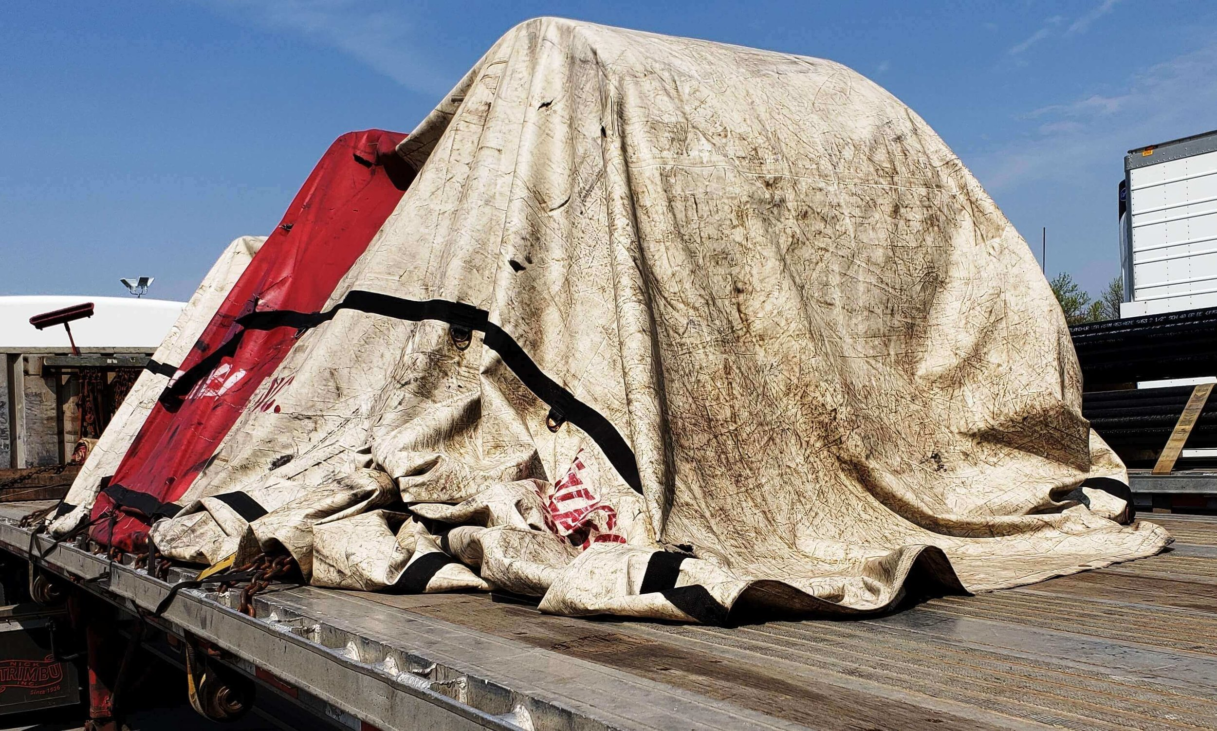 I-15:  Rear of tarp not secured. This tarp will flap in the wind, ultimately destroying itself.