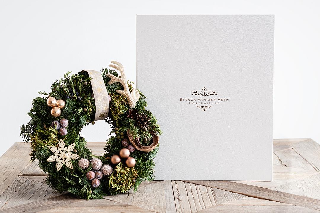 Box 3 - Eenvoud is een geweldige manier om pure elegantie te verkrijgen. Dat biedt deze box, je zal de strakke lijnen en elegante stijl waarderen. Deze Box is een keuze van goede smaak en balans. Een verhaal gekoesterd in een persoonlijke schatkist.