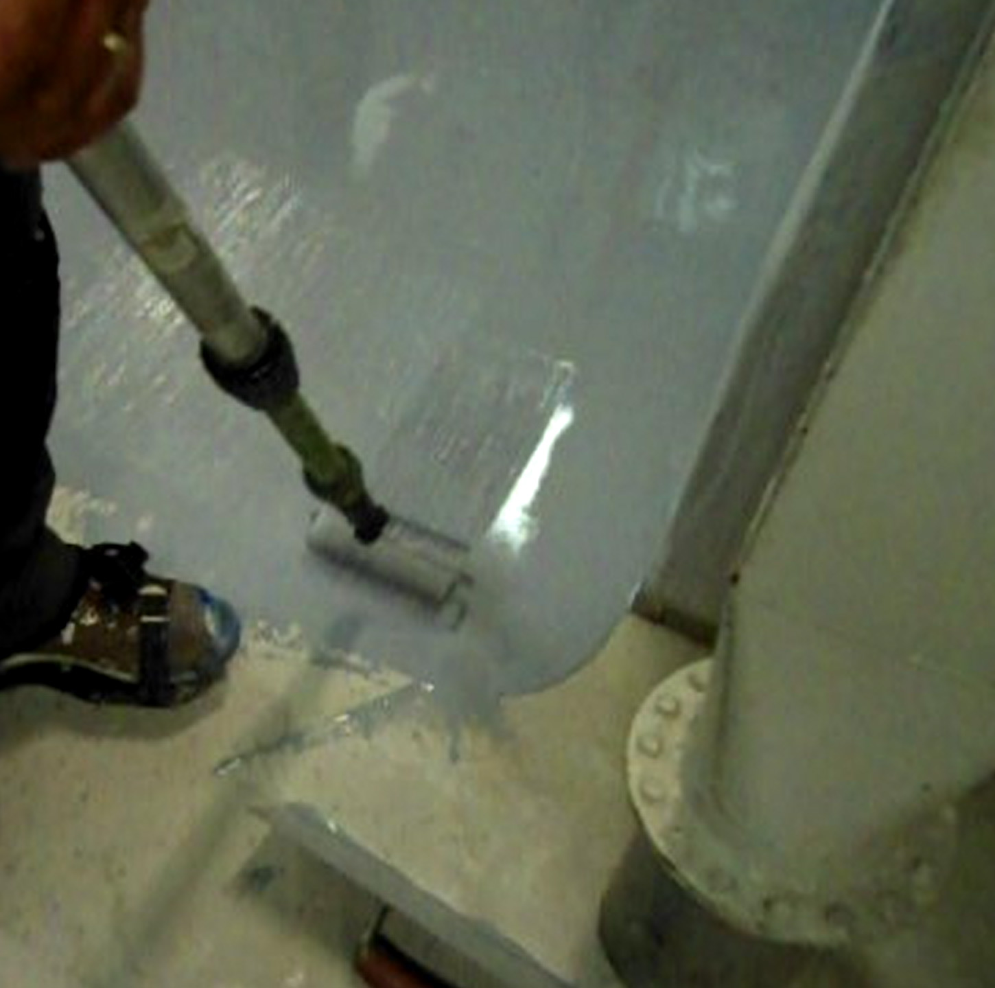 Application of SynDeck 1285 IMO-Flex Epoxy