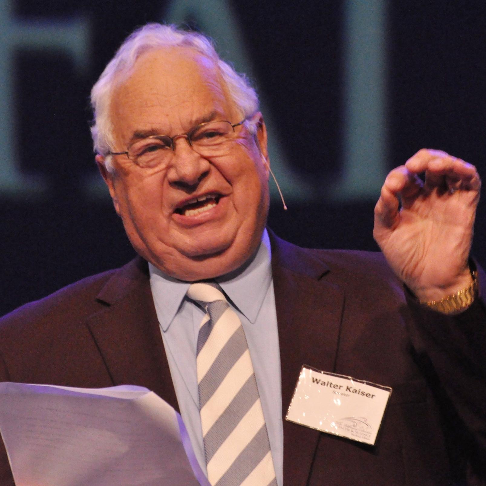 Walter Kaiser Speaking at VDFS 2011.jpg