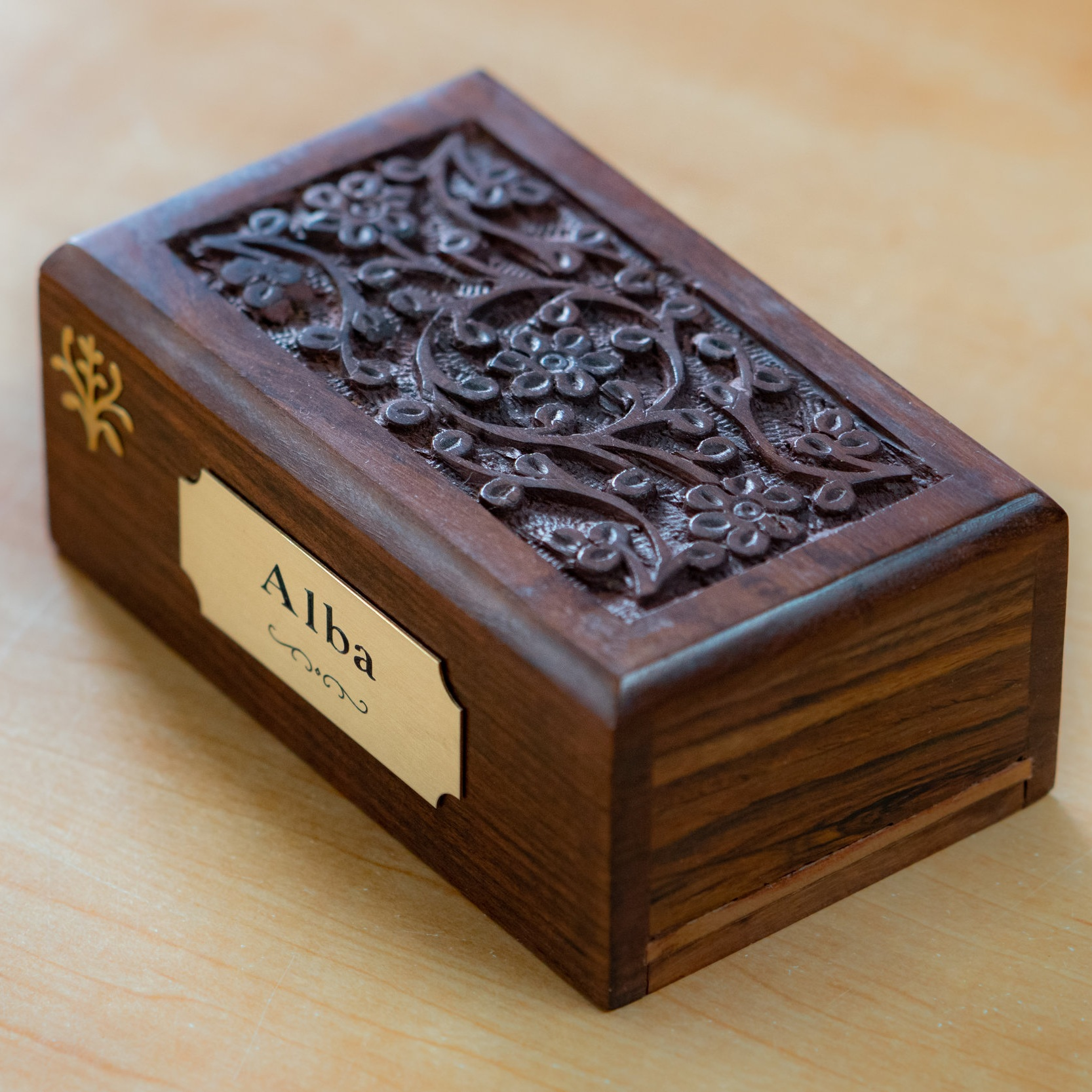 rose wood urn