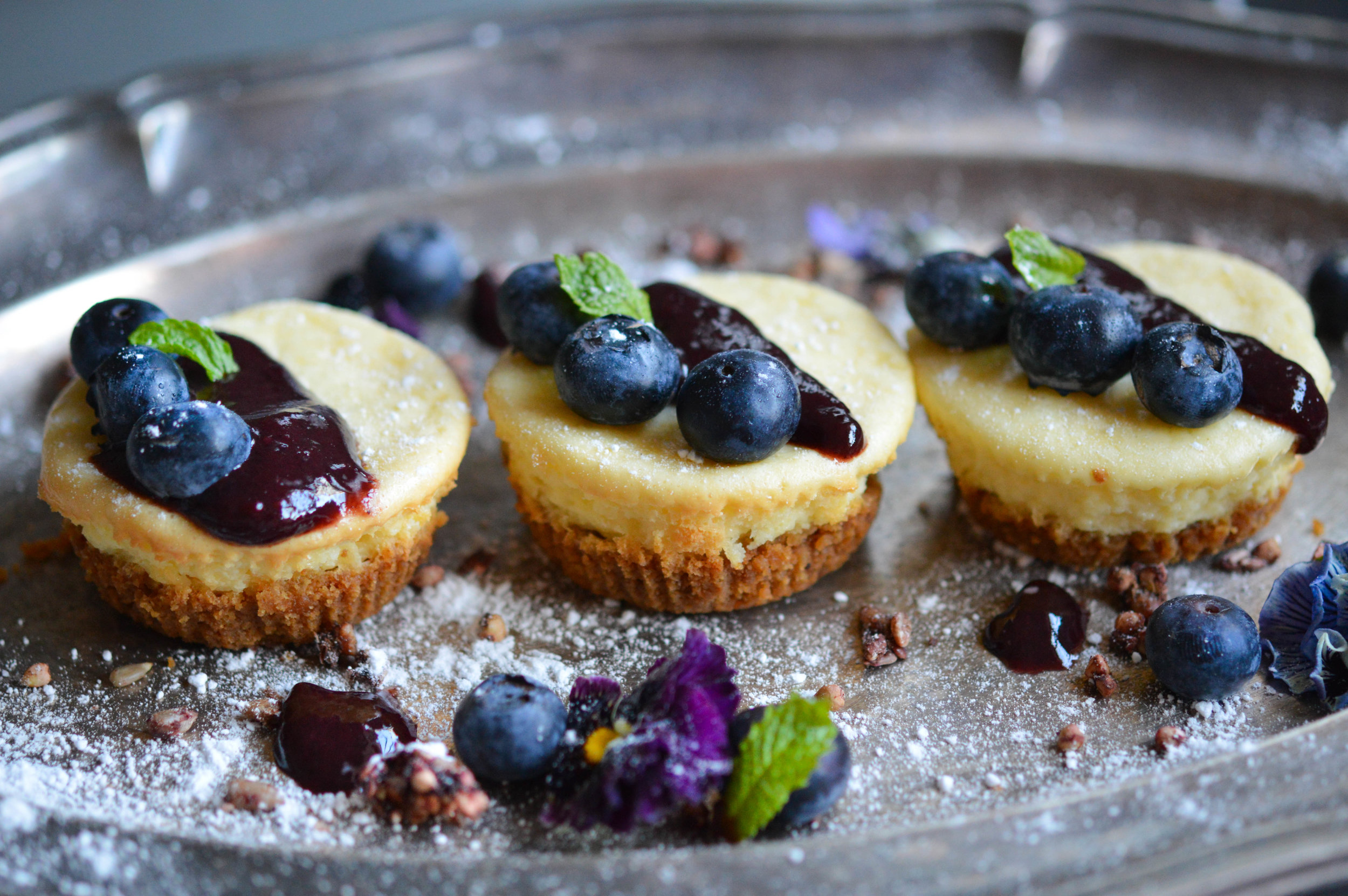 Small Cheesecakes with blueberries