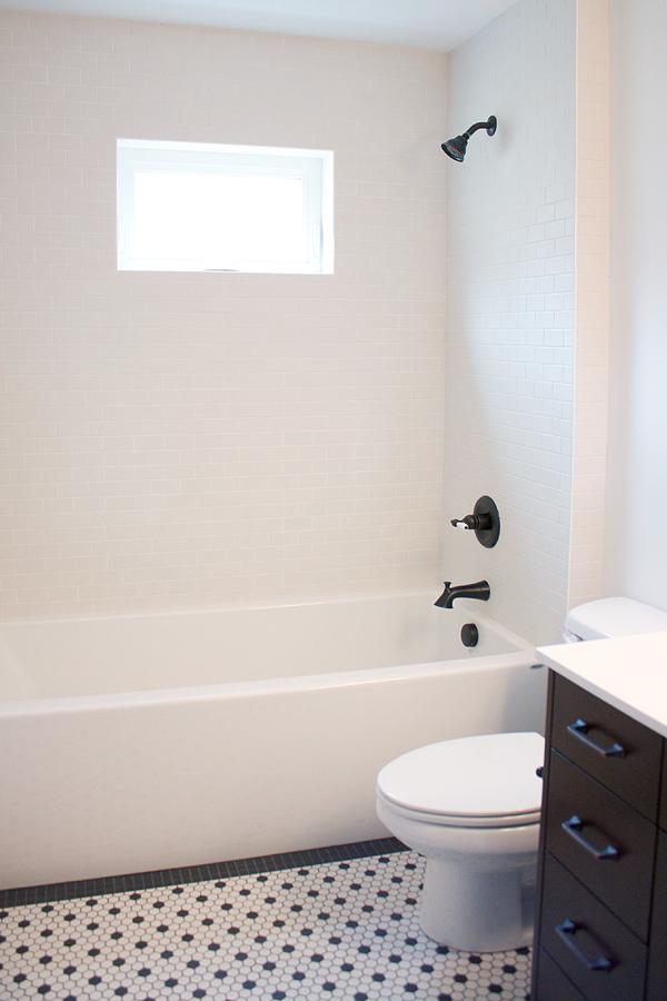 13 Uppper Bathroom.jpg