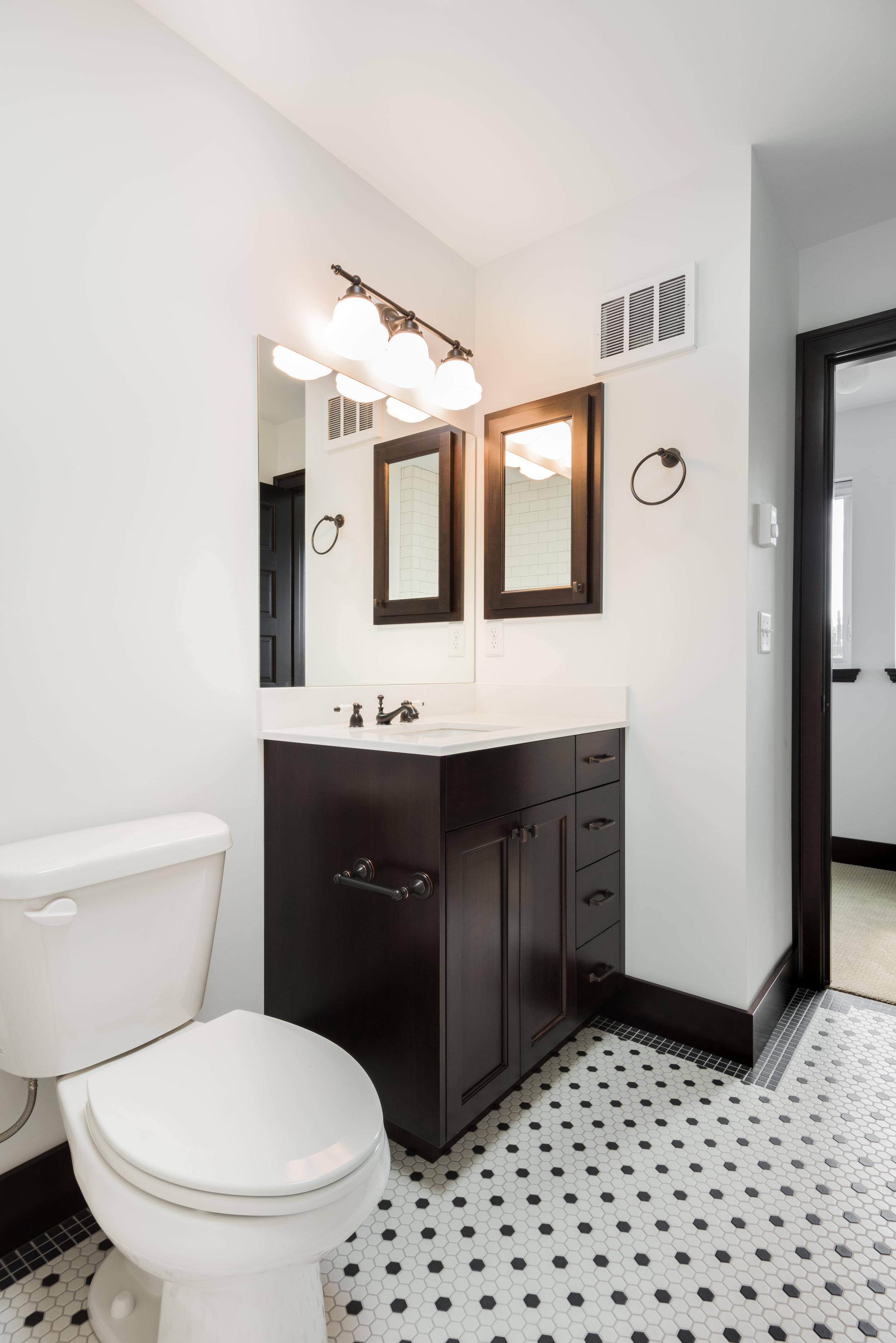 12 Upper Bathroom.jpg