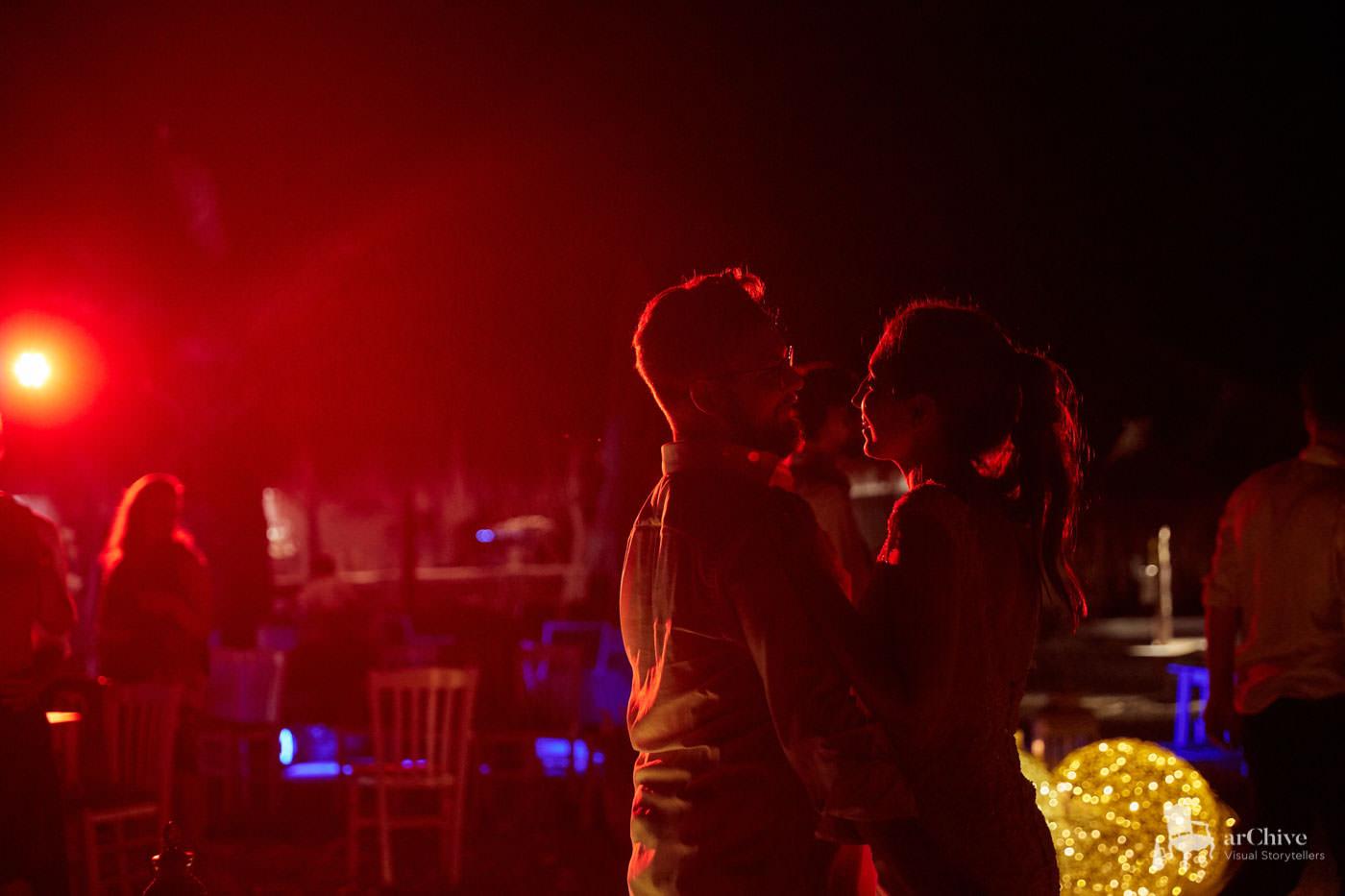 Paari esimene tants disko liikuvpea valgustite saatel